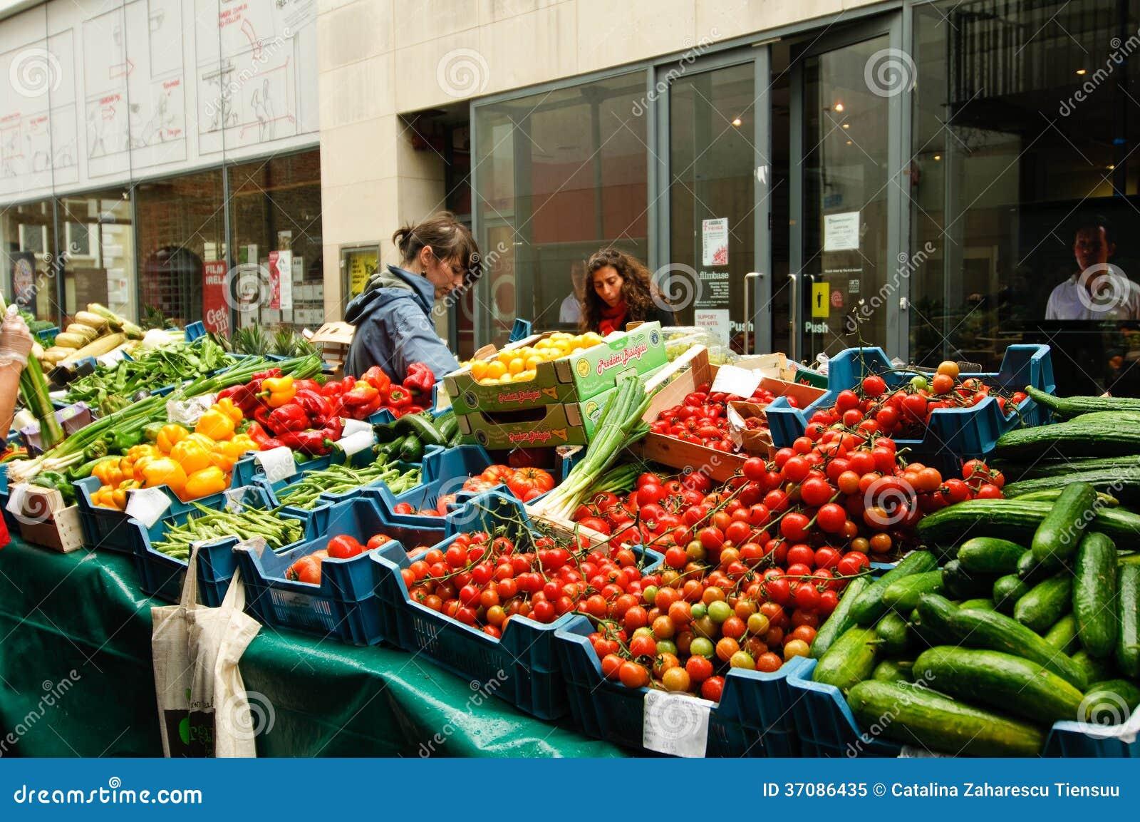 Download Rynek otwarty w Dublin obraz editorial. Obraz złożonej z pomidor - 37086435
