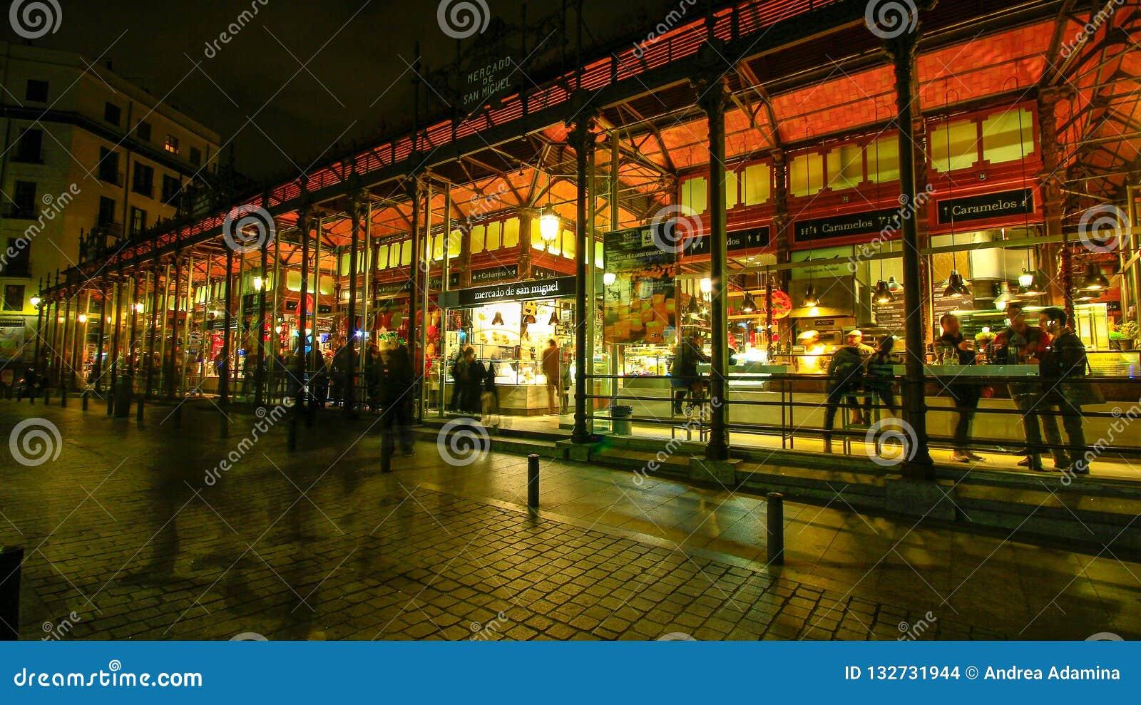 Rynek San Miguel w w centrum Madryt, Hiszpania
