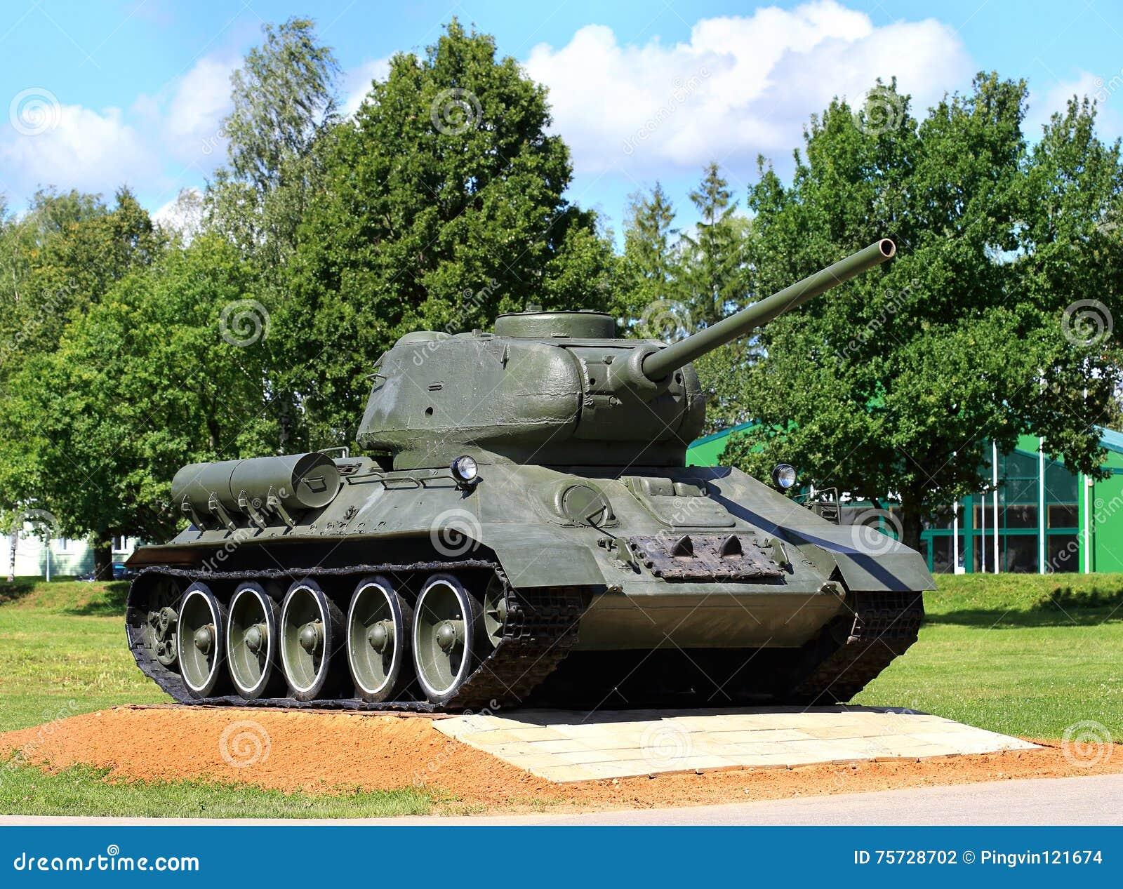 Rysk legendarisk behållare t-34 på sockel