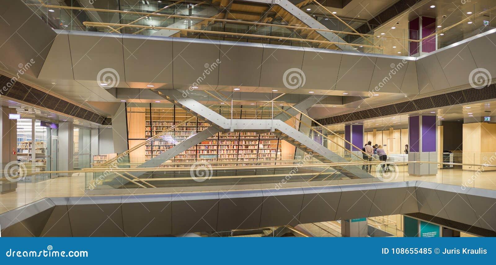 RYSKI, LATVIA, Styczeń -, 2018: Wnętrze przestrzeń Latvian Krajowa biblioteka