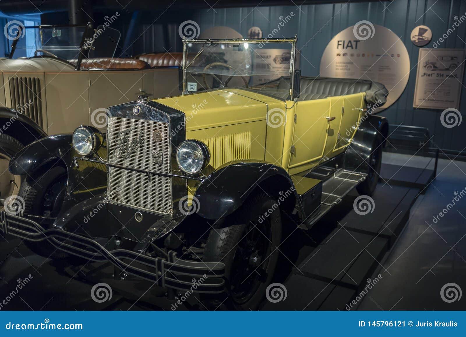RYSKI, luty 18, 2019: 1926 Fiat 503 petarda w Ryskim Motorowym muzeum