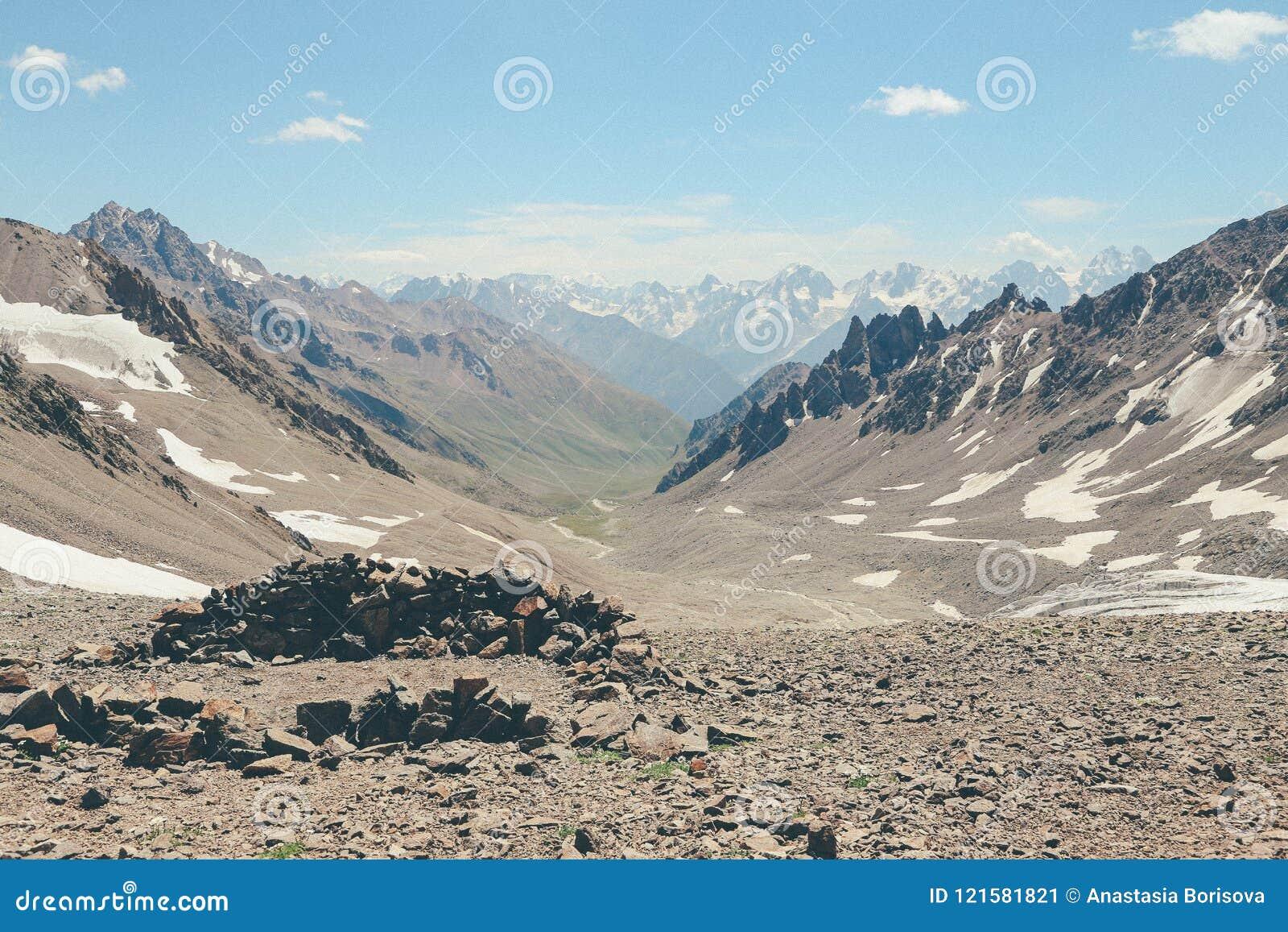 Ryssland Caucas för Kaukasus berg elbrus