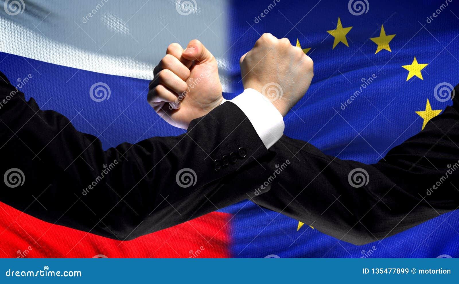 Ryssland vs EU-konfrontation, landsmotsättning, nävar på flaggabakgrund