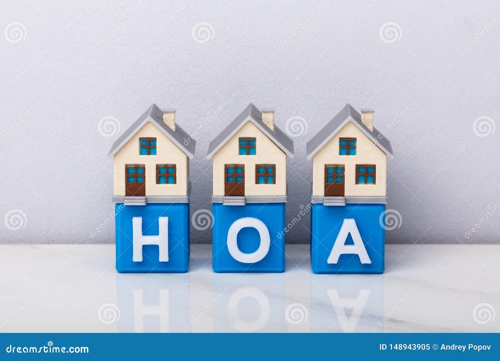 Rz?d dom?w modele Na HOA Kubicznych blokach