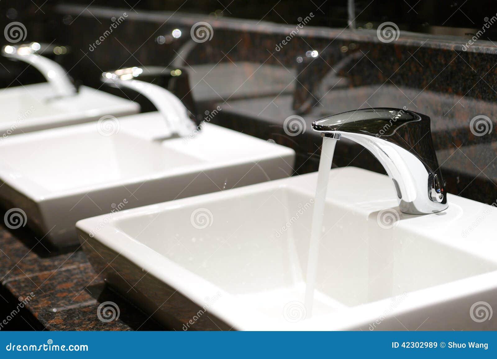 Rząd faucets