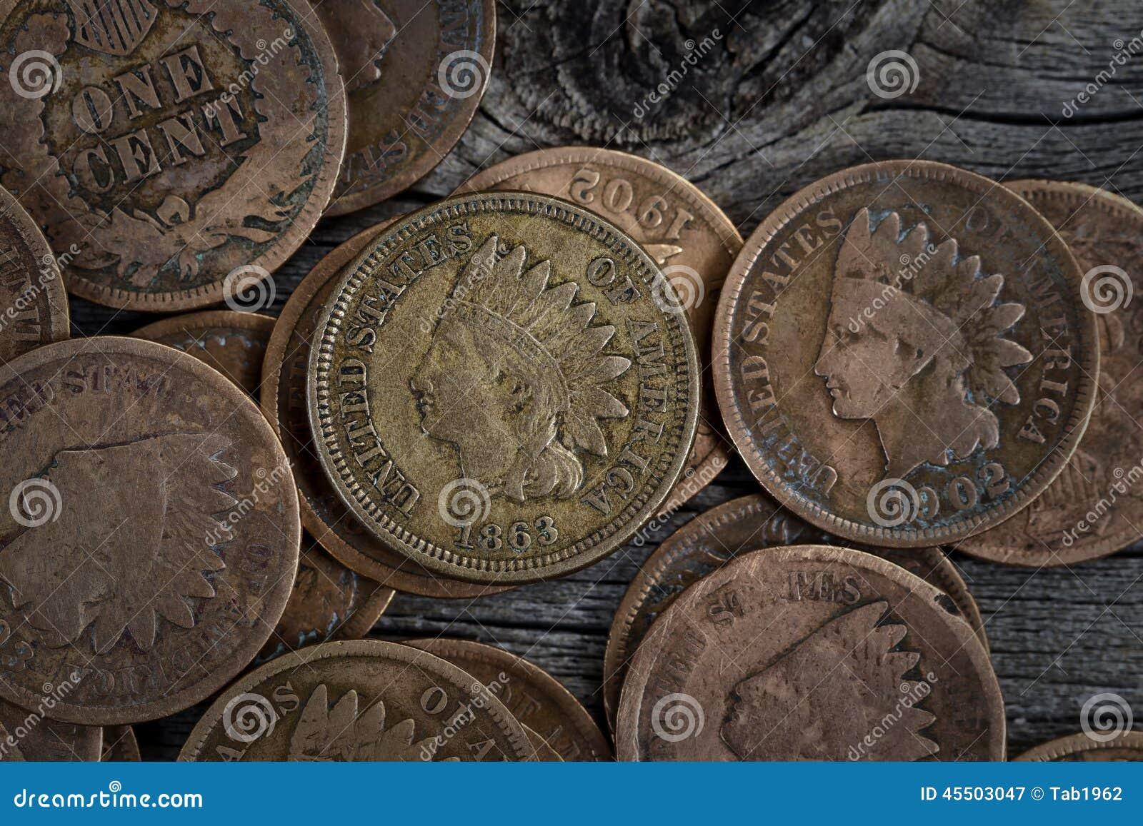 Rzadkie cent monety na drewnie
