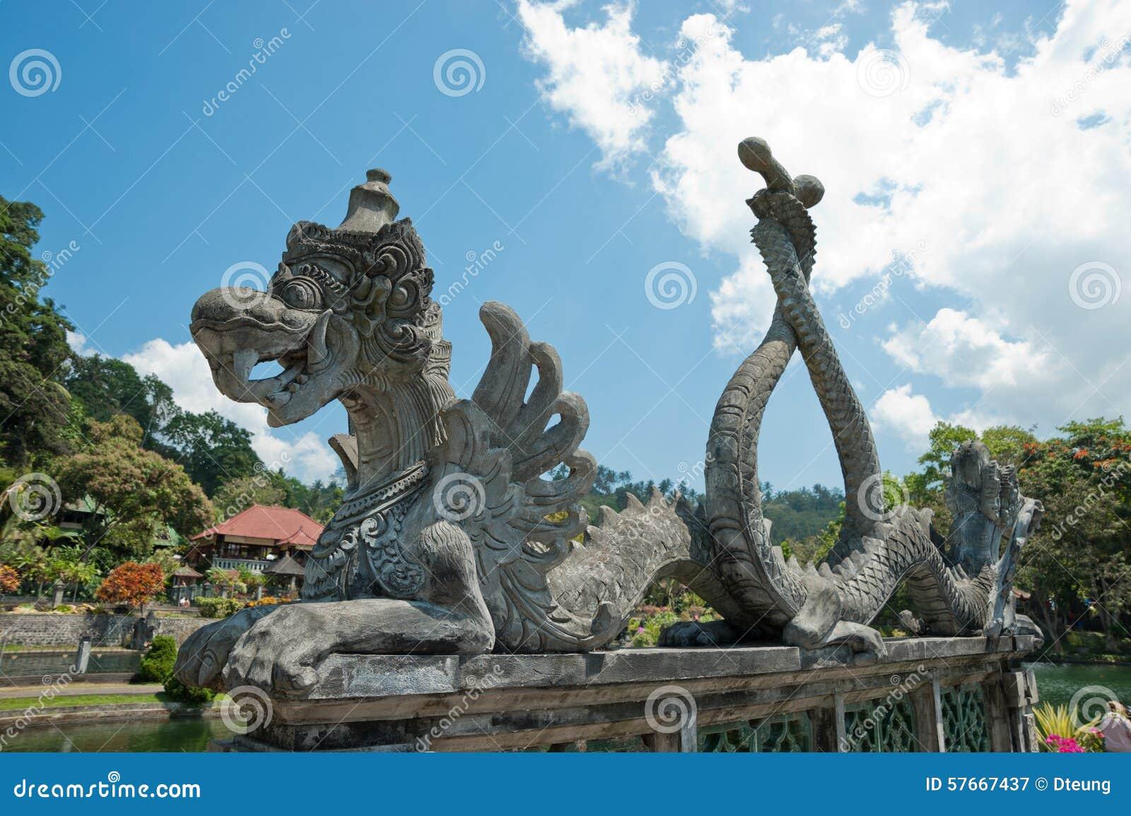 Rzeźba przy Tirta gangga wody pałac, Bali