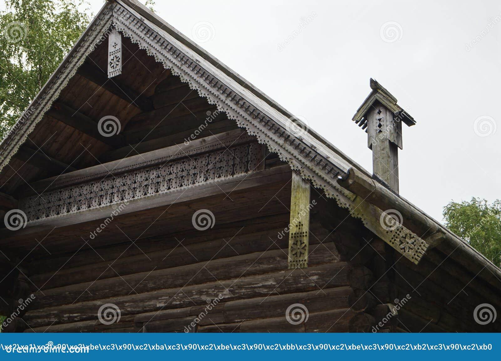 Rzeźbiąca drymba drewno, pochylanie dach na starym domu, budował w 1495, drewniana architektura