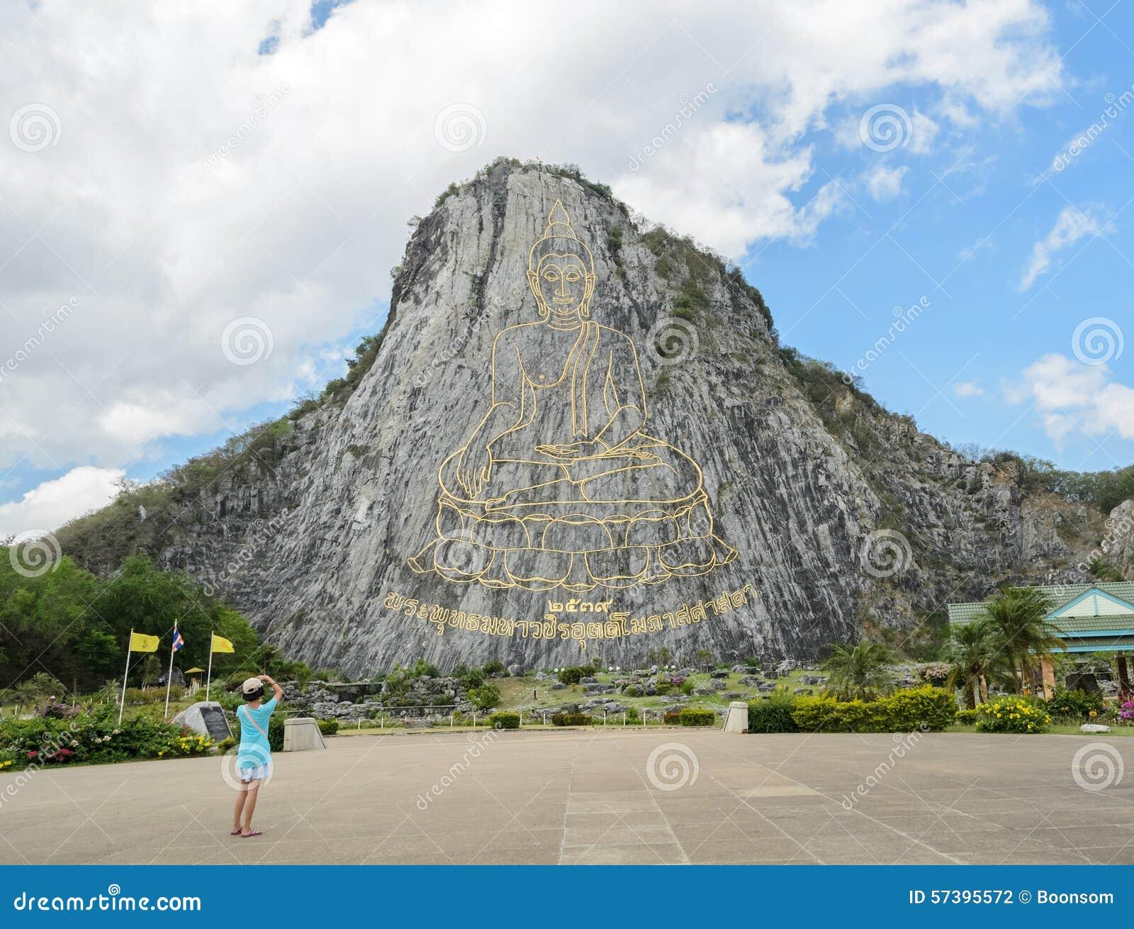 Rzeźbiący Buddha wizerunek na falezie przy Khao Chee Chan, Tajlandia