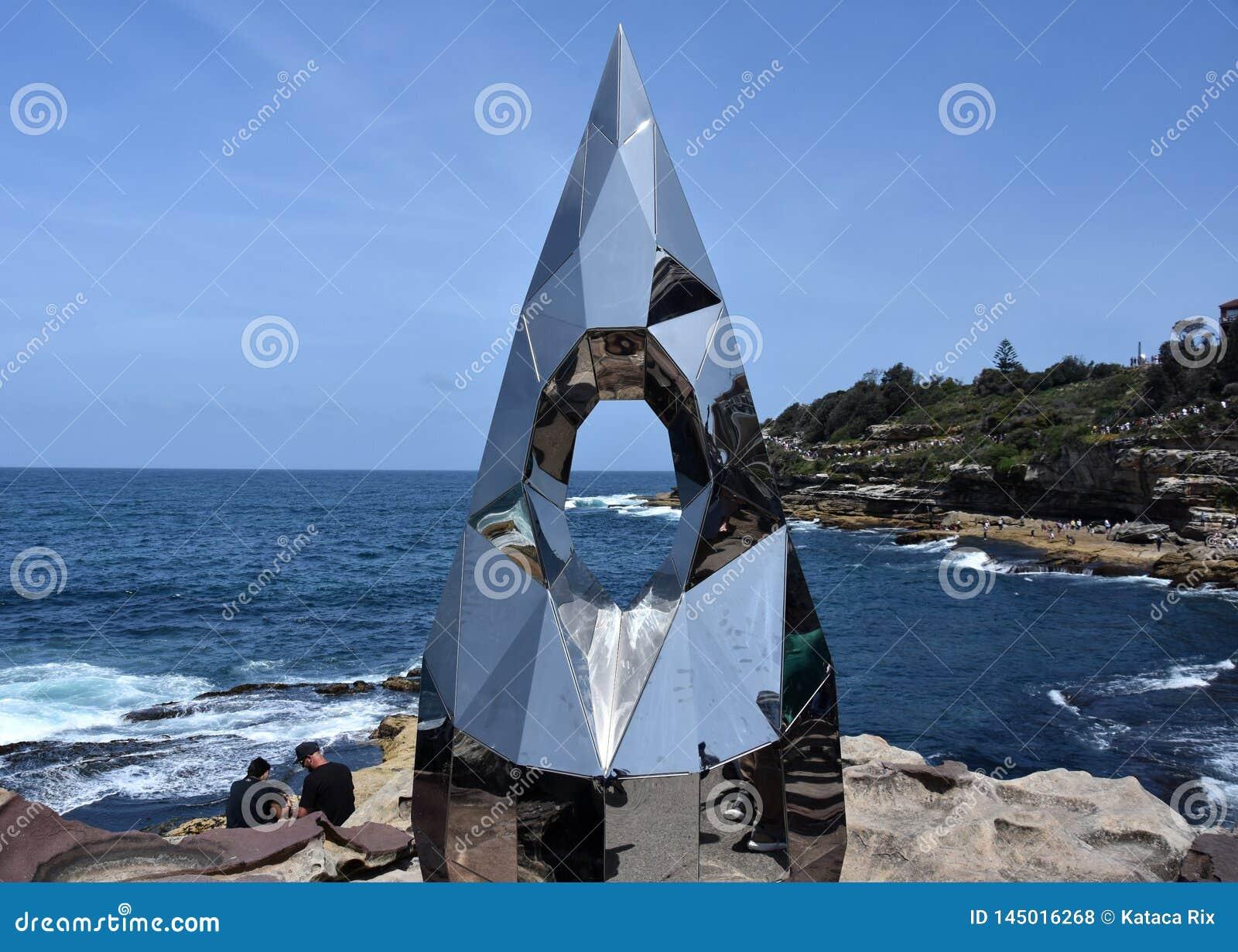 Rzeźbi morzem wzdłuż Bondi Coogee nabrzeżny spacer