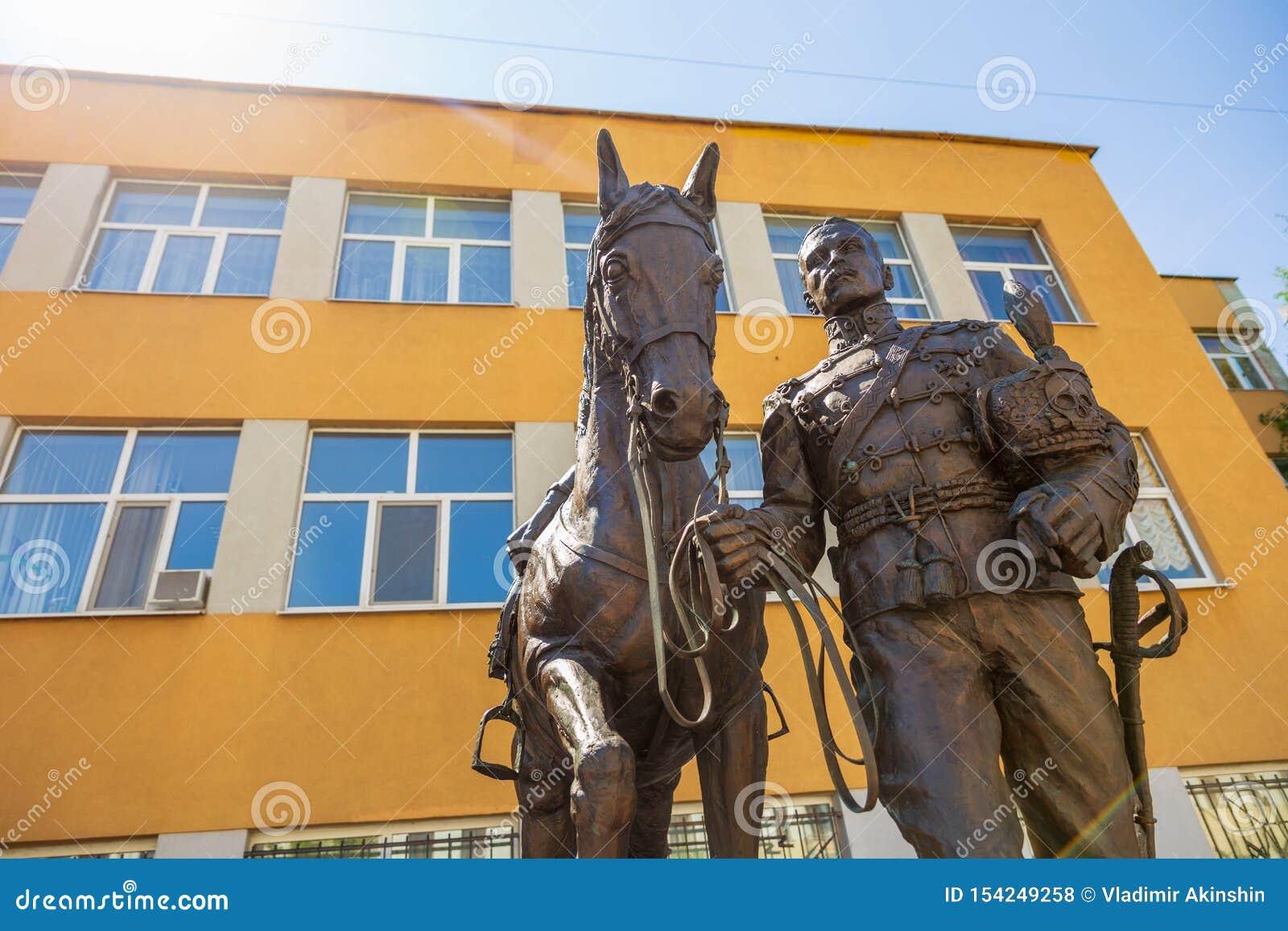 Rzeźbiony skład dedykujący pamięć husary i oficery 5th Aleksandria pułk, czarni hussars