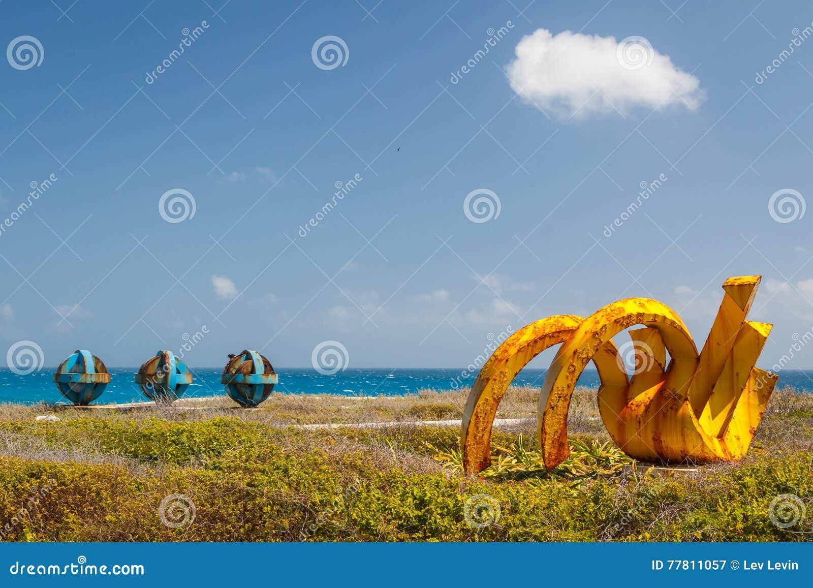Rzeźby w Punta Sura parku