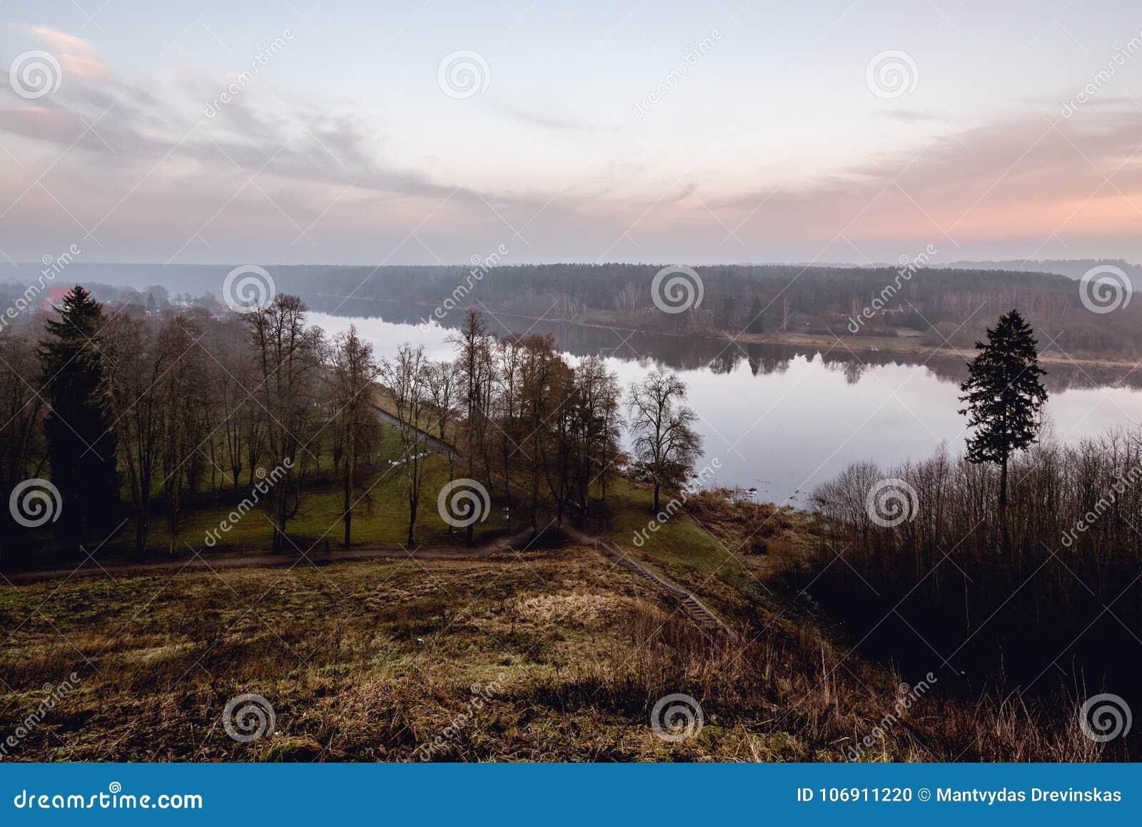 Rzeczny Nemunas w mieście Birstonas, Lithuania