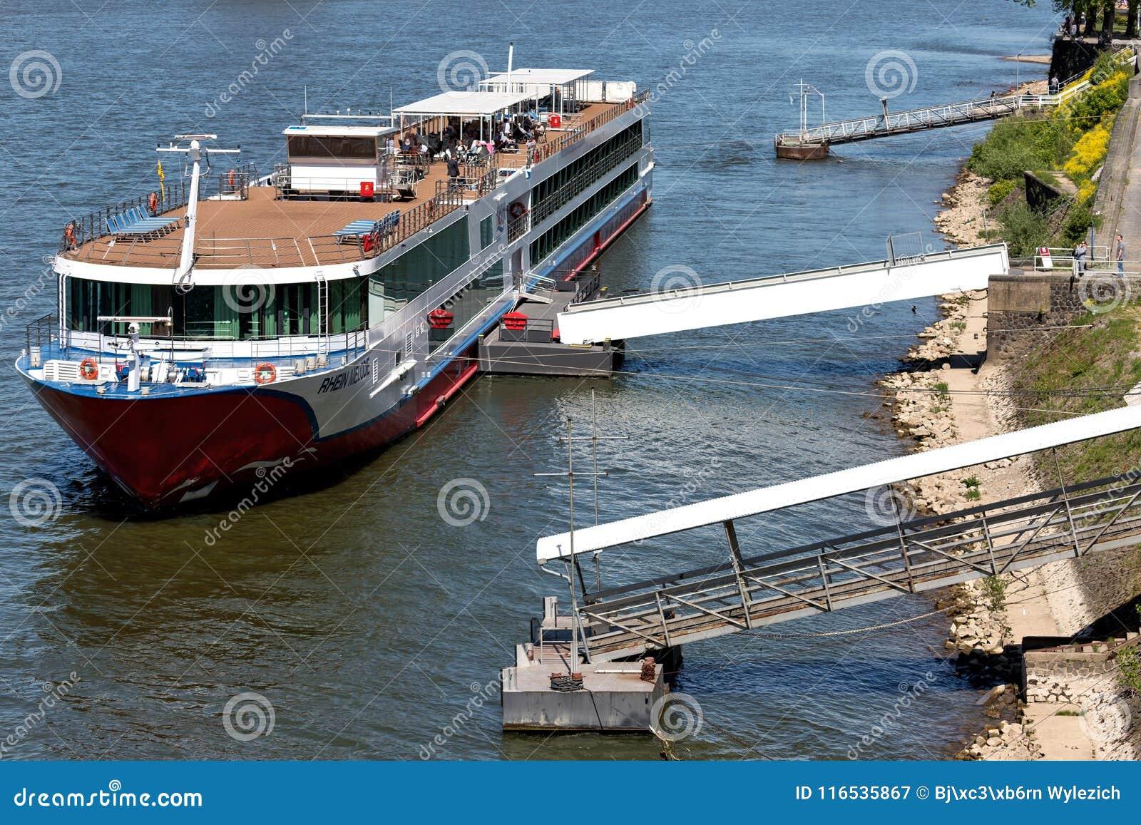 Rzeczny statek wycieczkowy RHEIN MELODIA Nicko Pływa statkiem w Kolonia, Niemcy
