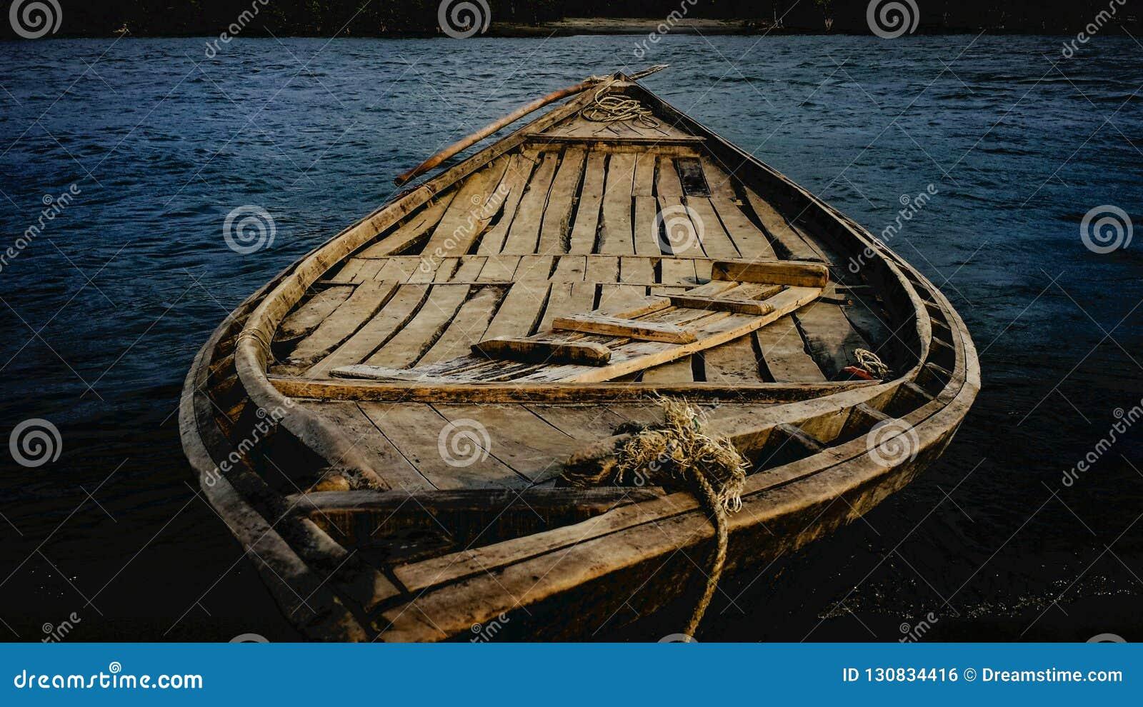 Rzeka & łódź