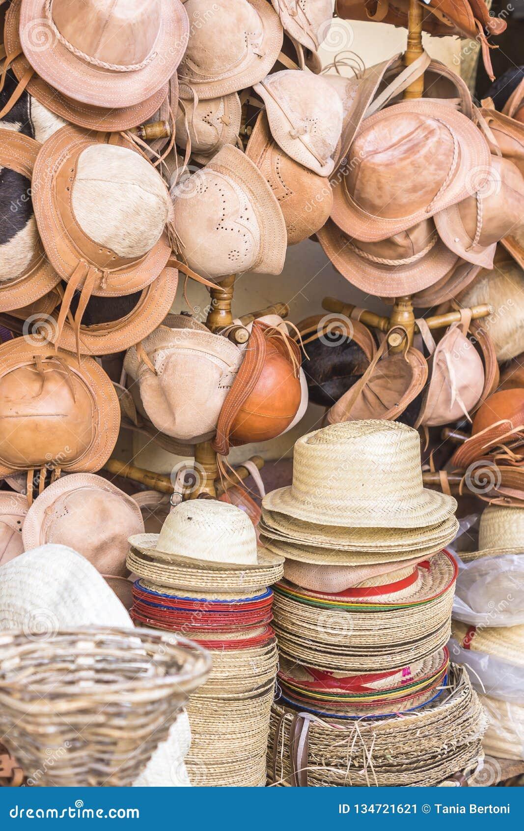 Rzemienni i słomiani kapelusze w rzemiośle przechują Brazylia