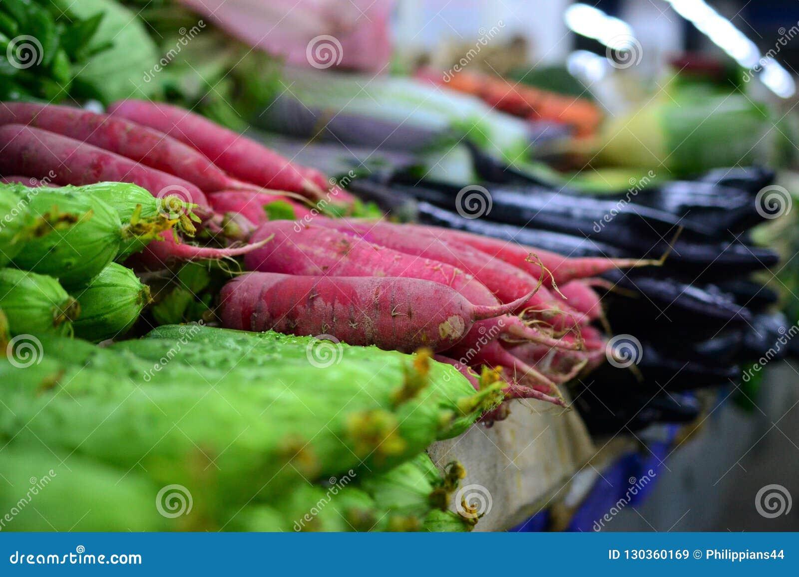 Rzodkiew i ogórek, Świeży warzywo na ulicznym rynku w Chiny
