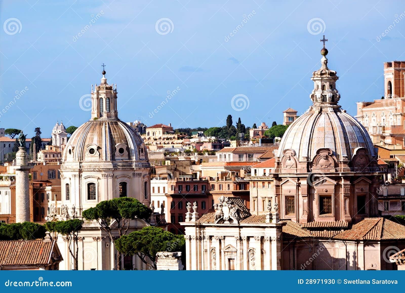 Rzym kościół i Trajans kolumna