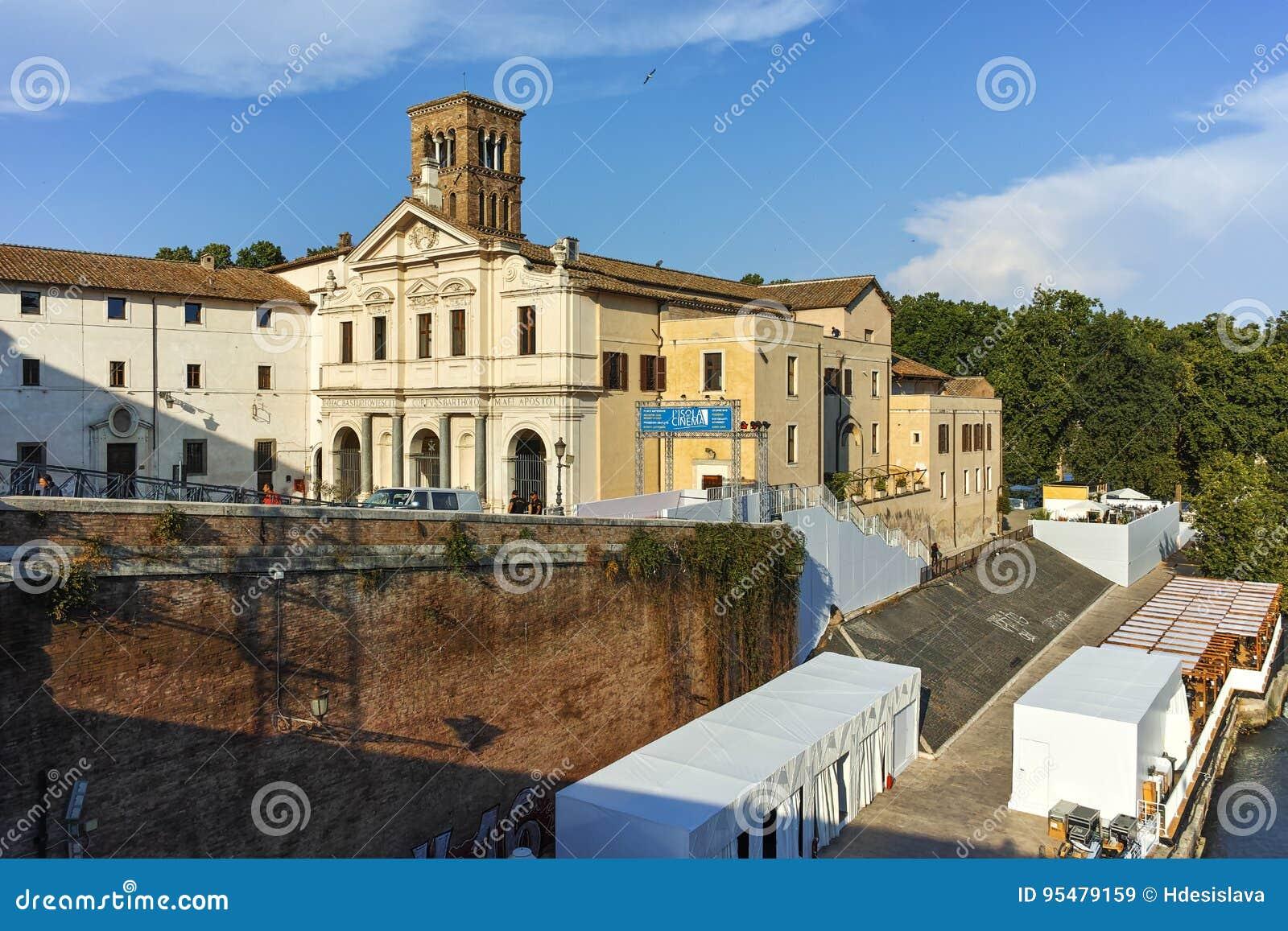 RZYM WŁOCHY, CZERWIEC, - 22, 2017: Bazylika St Bartholomew na wyspie w mieście Rzym