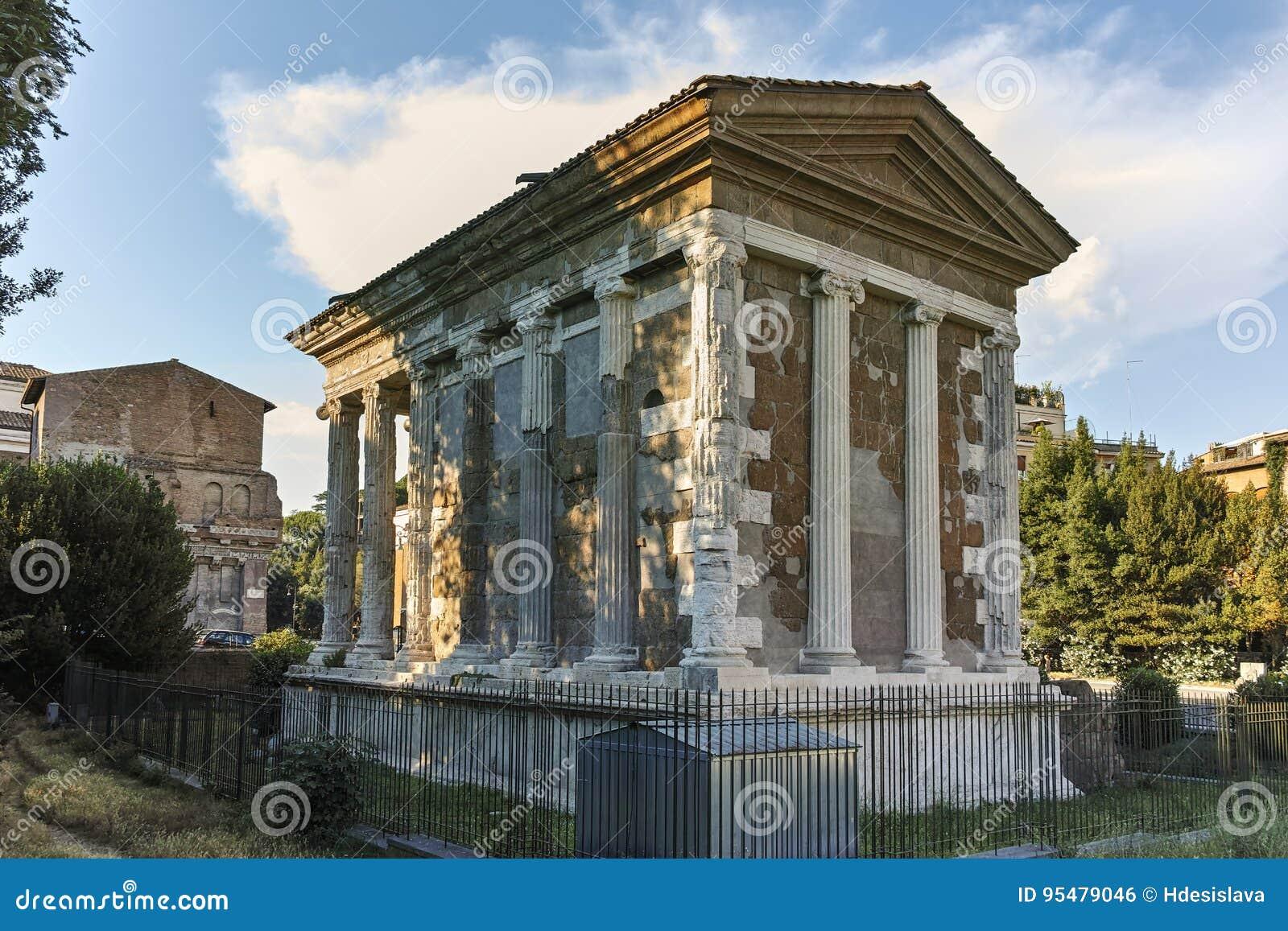 RZYM WŁOCHY, CZERWIEC, - 22, 2017: Zadziwiający widok świątynia Portunus w mieście Rzym
