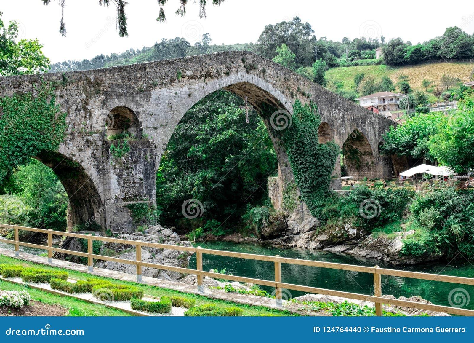 Rzymianina most budujący w opóźnionym xiii wiek