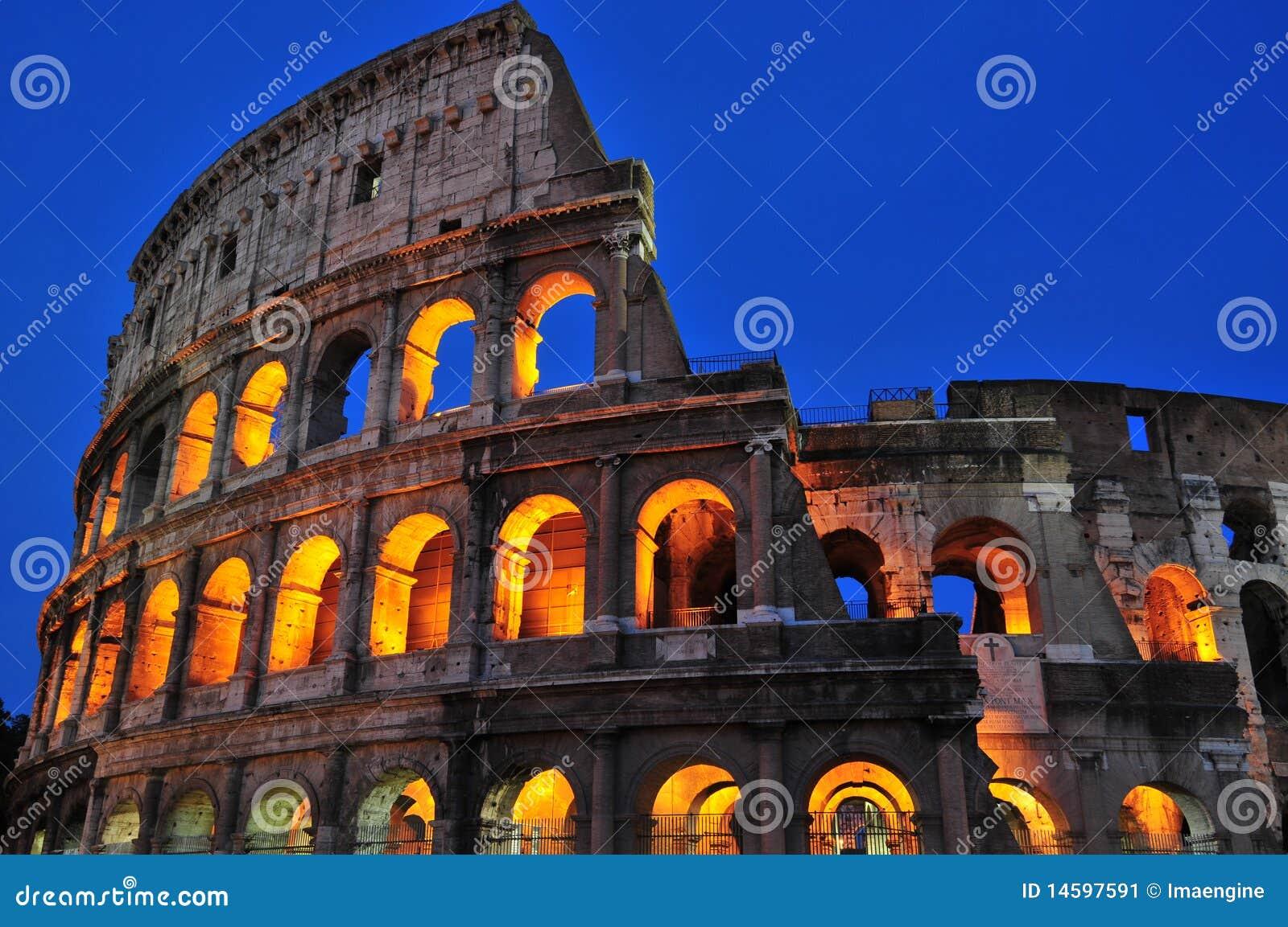 Rzymskie kolosseum noc