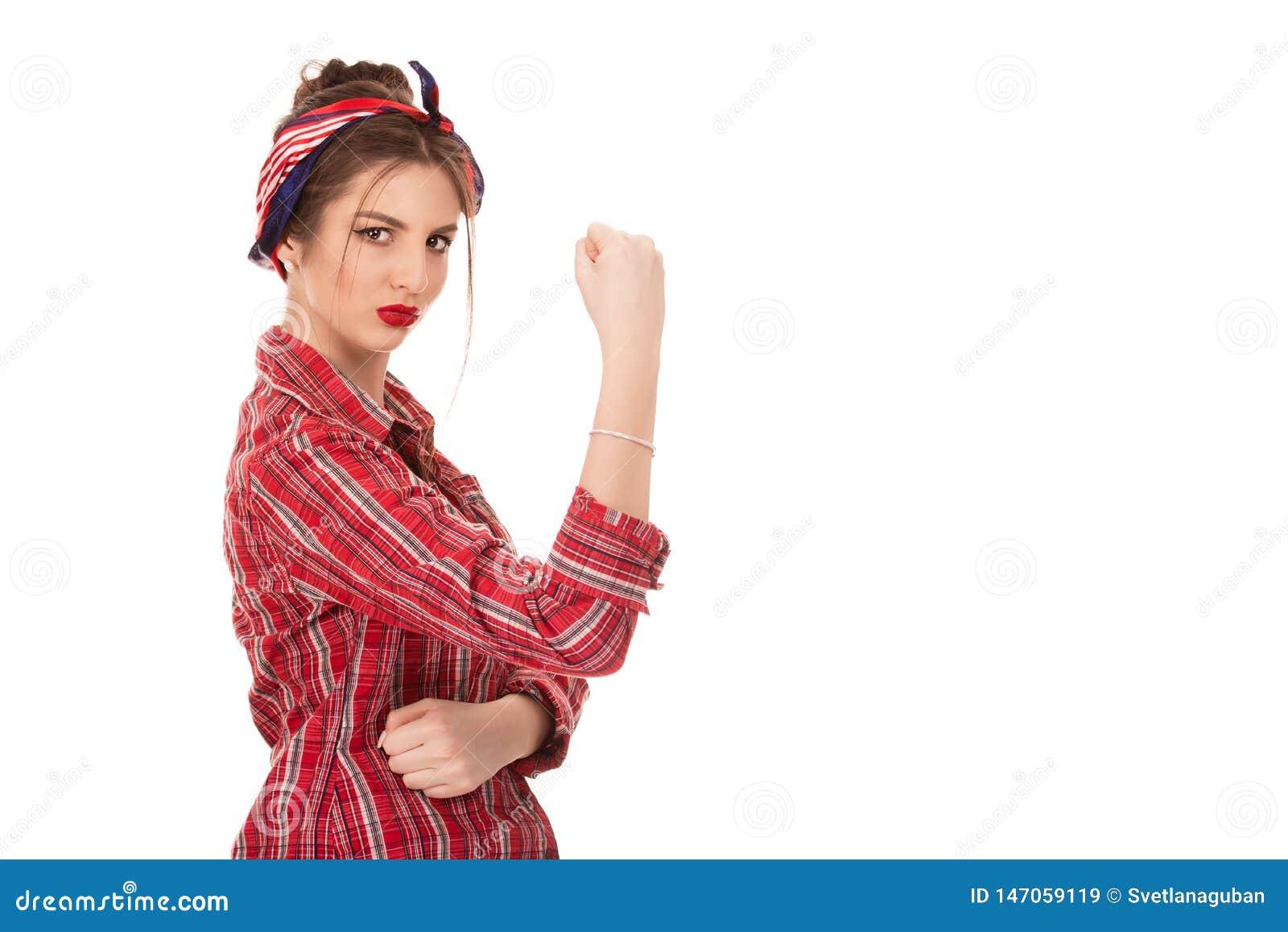 Säker kvinna med en rullning för gripen hårt om näve upp hennes muff