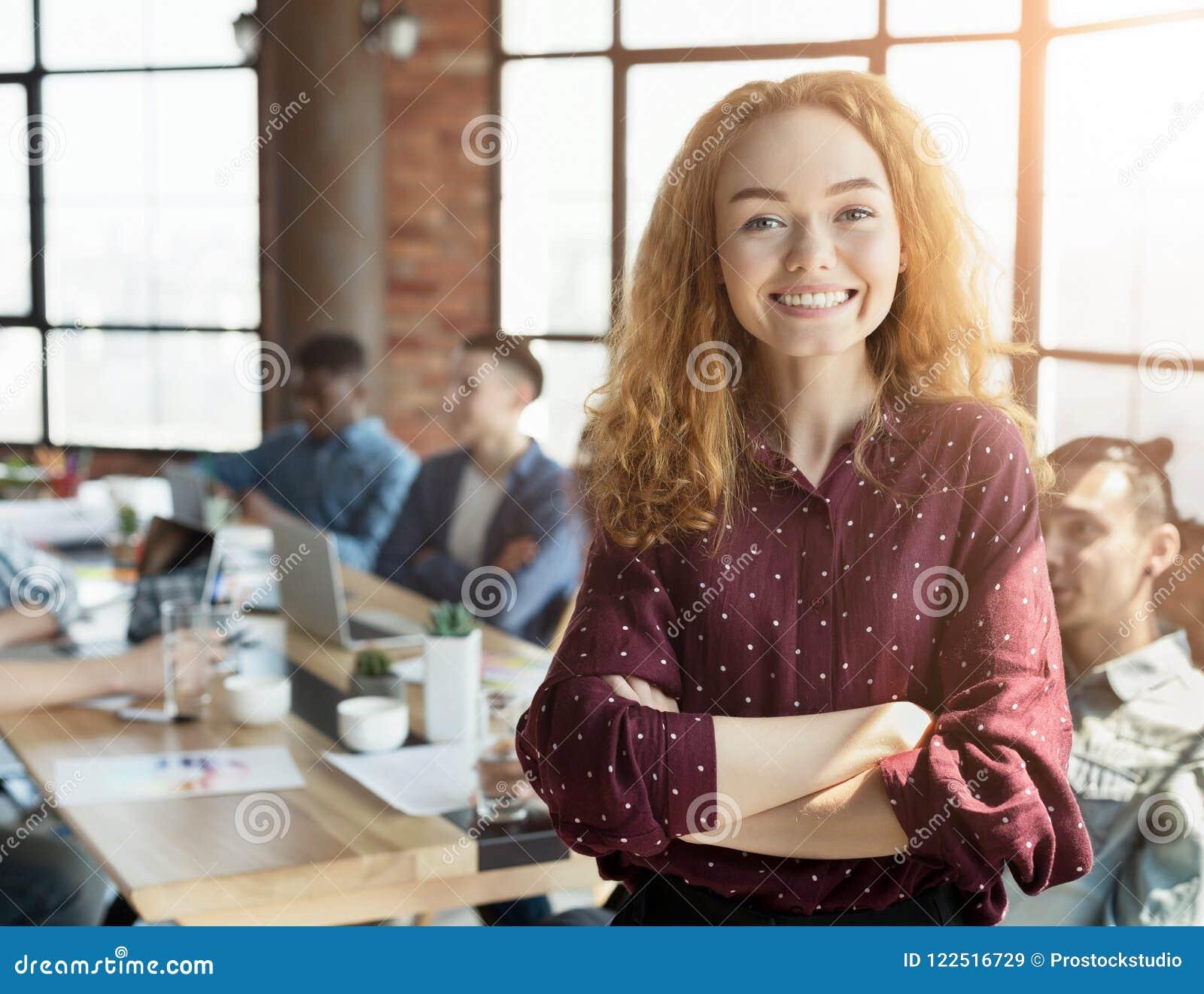 Säker lagledare på det företags mötet