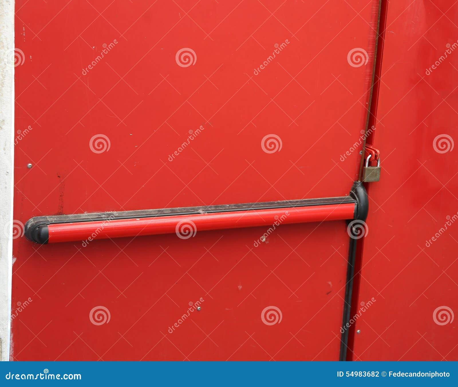 Säkerhetsdörr som stängs med hänglåset