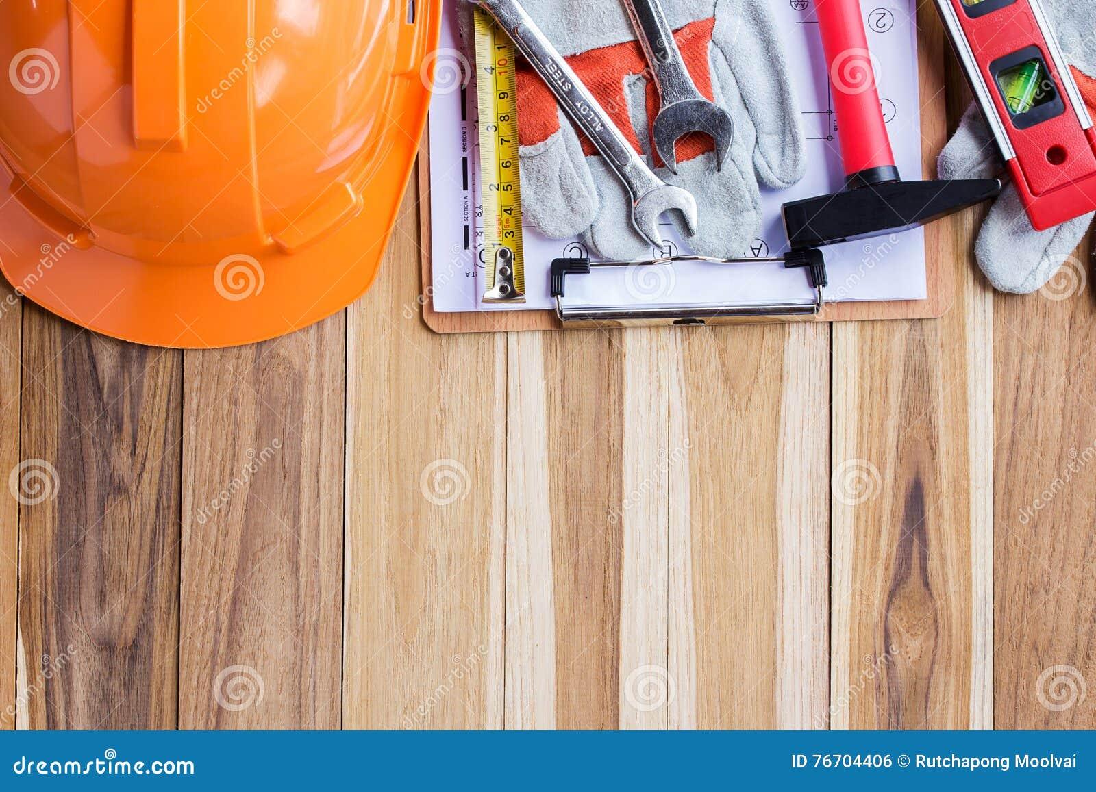 Säkerhetsutrustning, hjälpmedelsats och plankonstruktion