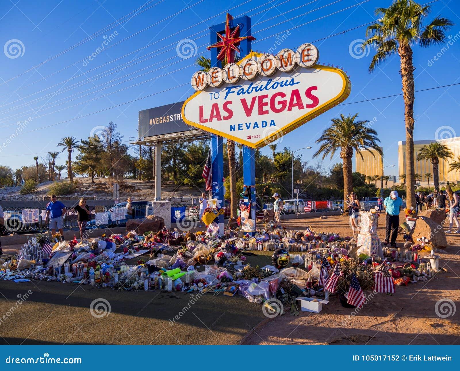 Säng av blommor och uttryck av beklagande efter terrorattack i Las Vegas - LAS VEGAS - NEVADA - OKTOBER 12, 2017