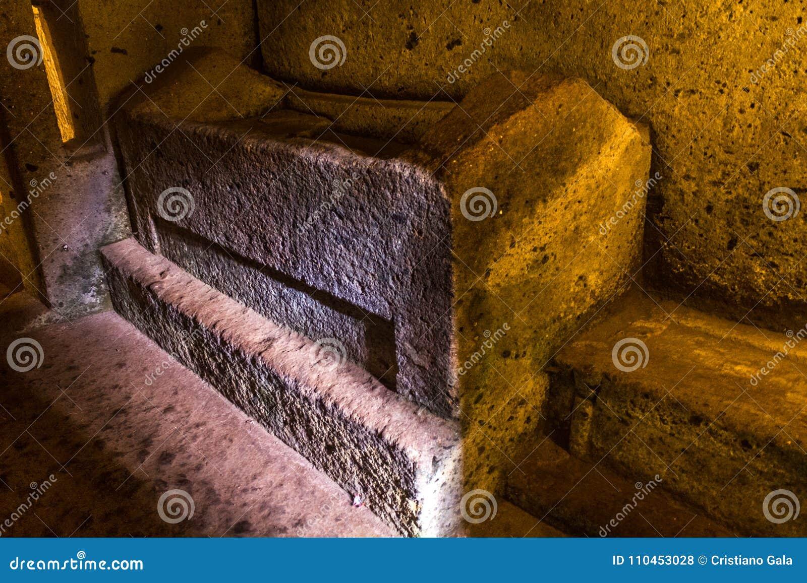Säng för dödaen - Etruscan nekropol