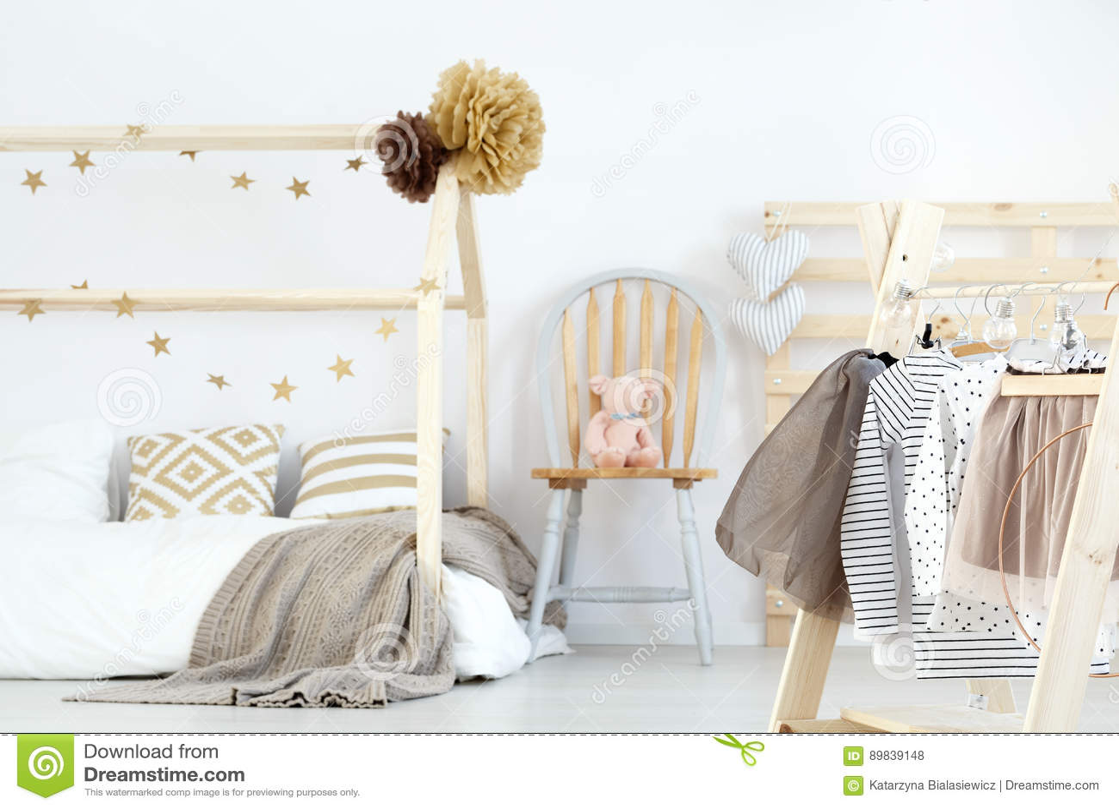 Säng och kläder