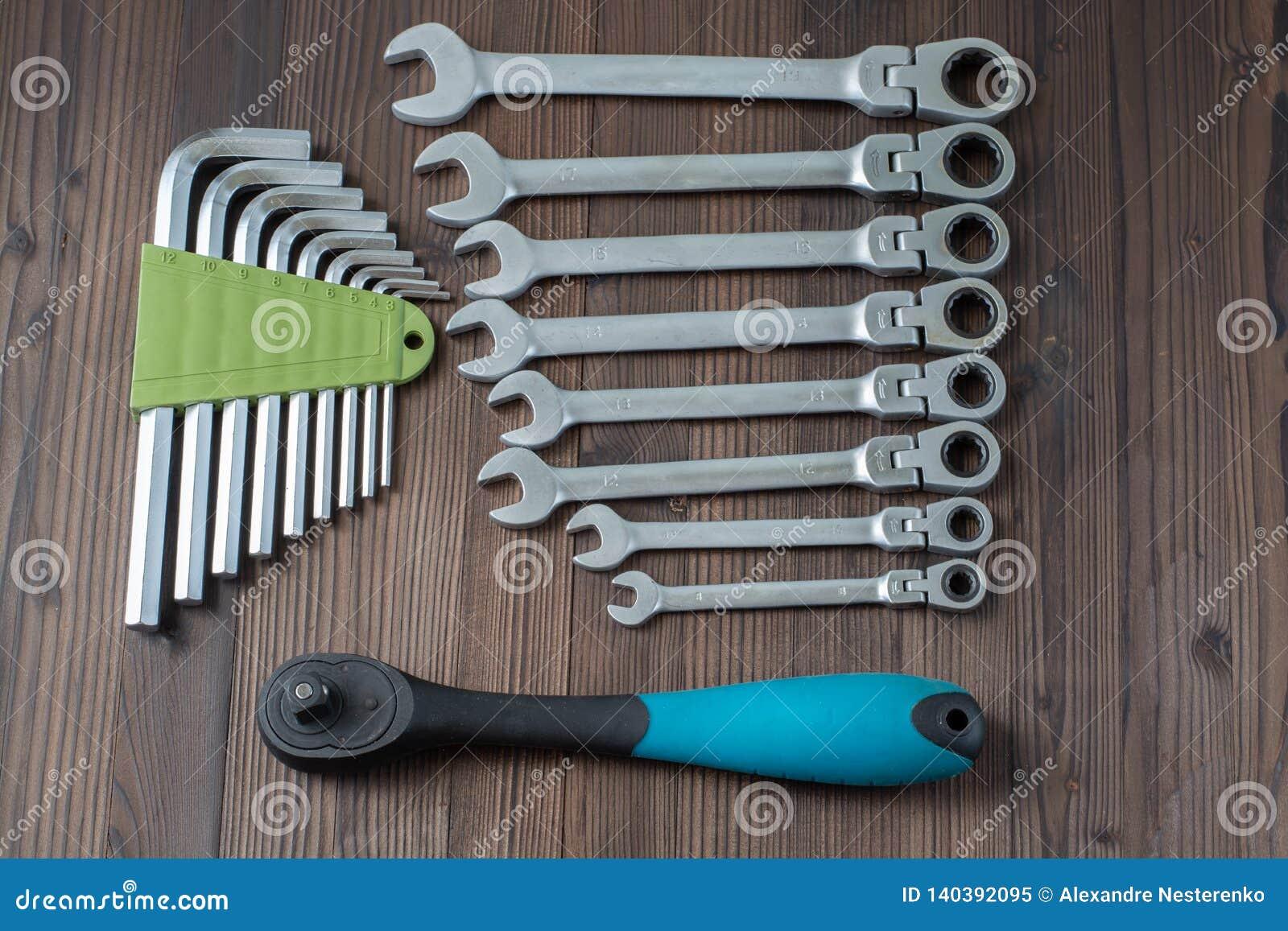 Sätze der verschiedenen Werkzeuge für die Ausführung von zahlreichen Arbeiten