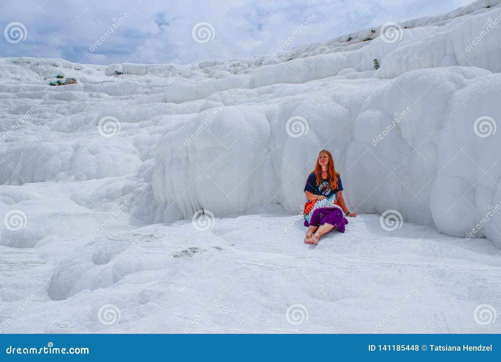 Sławny i zadziwiający termiczne wiosny Pamukkale lub bawełna kasztel na Denizli prowincji wewnątrz w Turcja