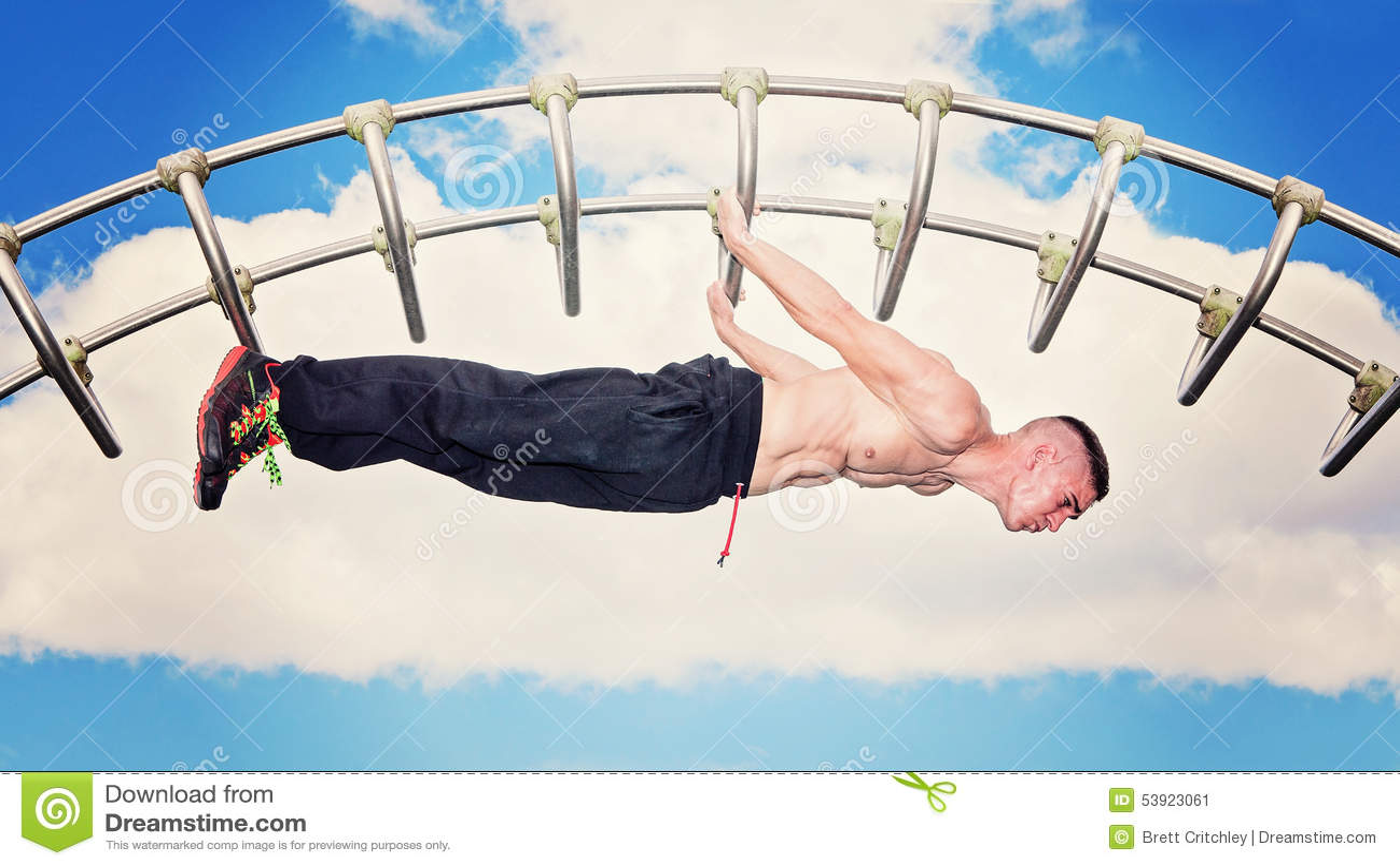 Séance d entraînement extérieure de forme physique de barre de parc