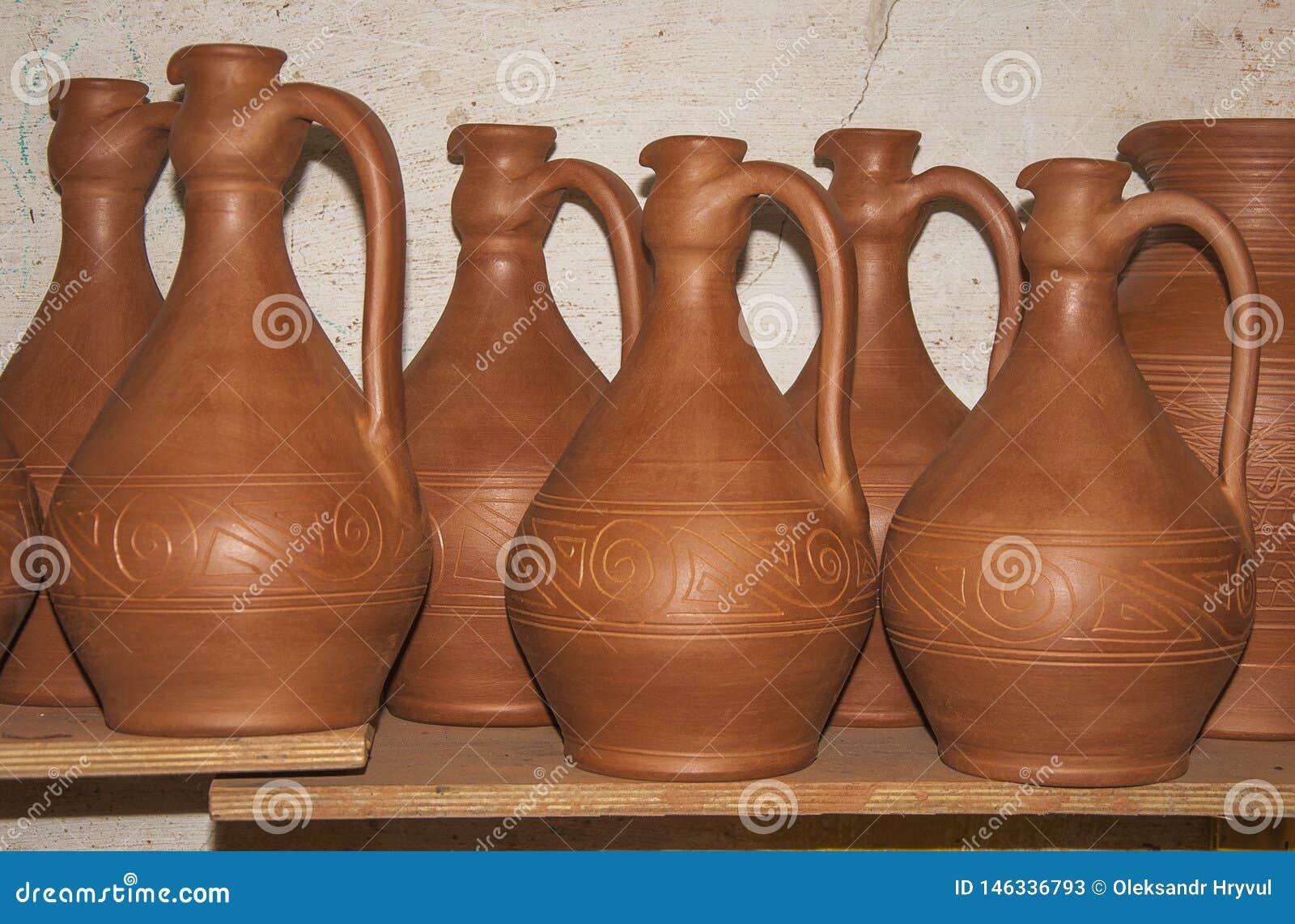 Séchage de l ensemble de nouvelle poterie pour le concept de vin de l art traditionnel