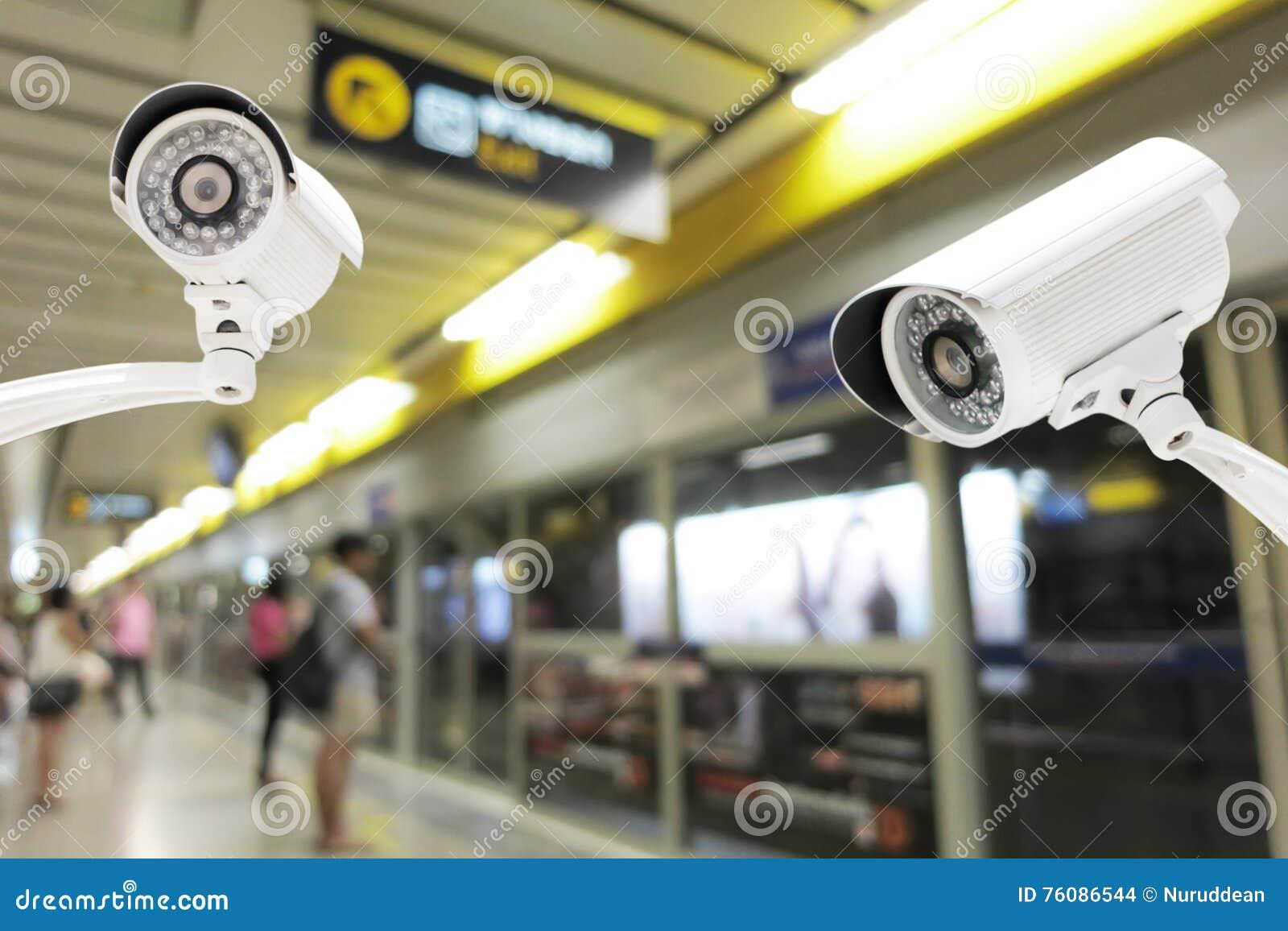Sécurité d appareil-photo de télévision en circuit fermé fonctionnant sur la plate-forme de station de métro