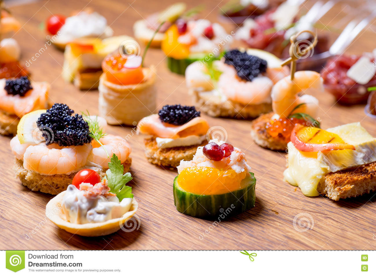 S lection exquise d 39 ap ritif de luxe photo stock image for Canape aperitif