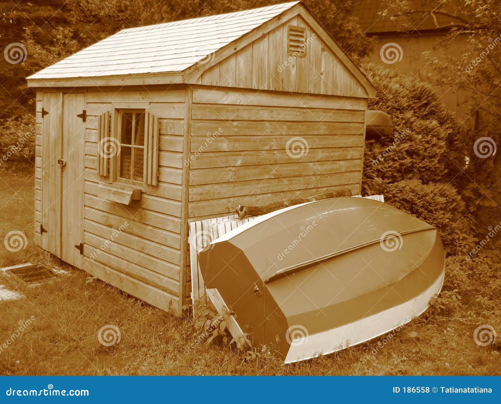 Sépia Toolshed avec le bateau