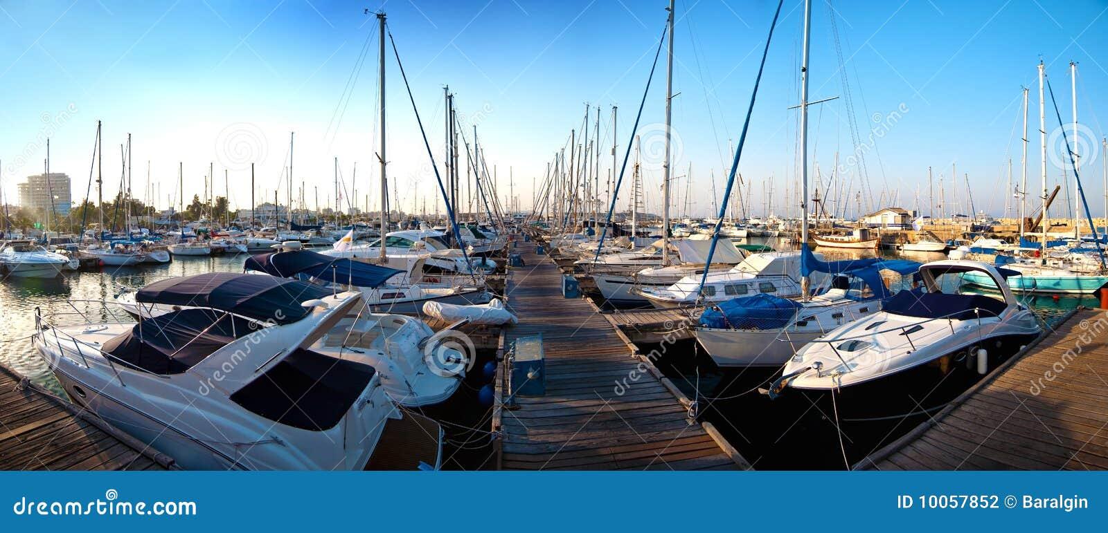 Série de imagens panorâmicos do porto com ya
