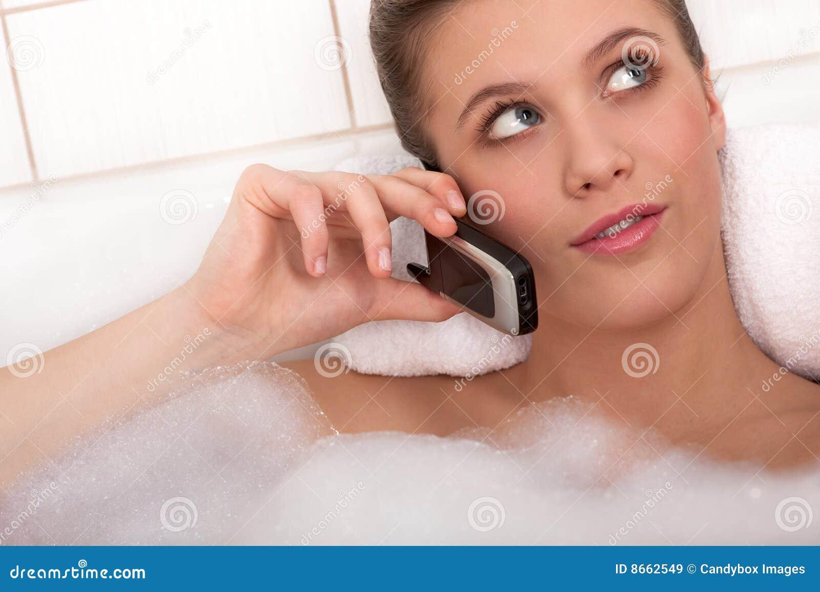 Série de soin de fuselage - jeune femme dans la baignoire