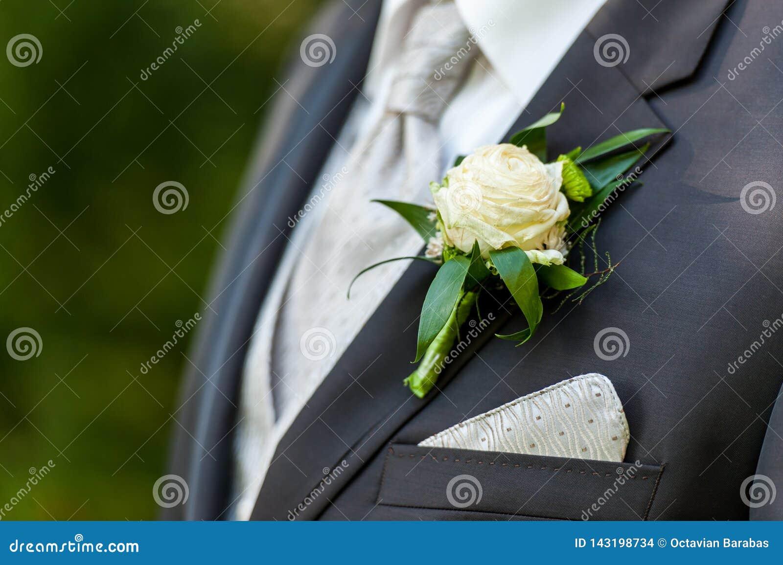 Série do noivo com decoração floral