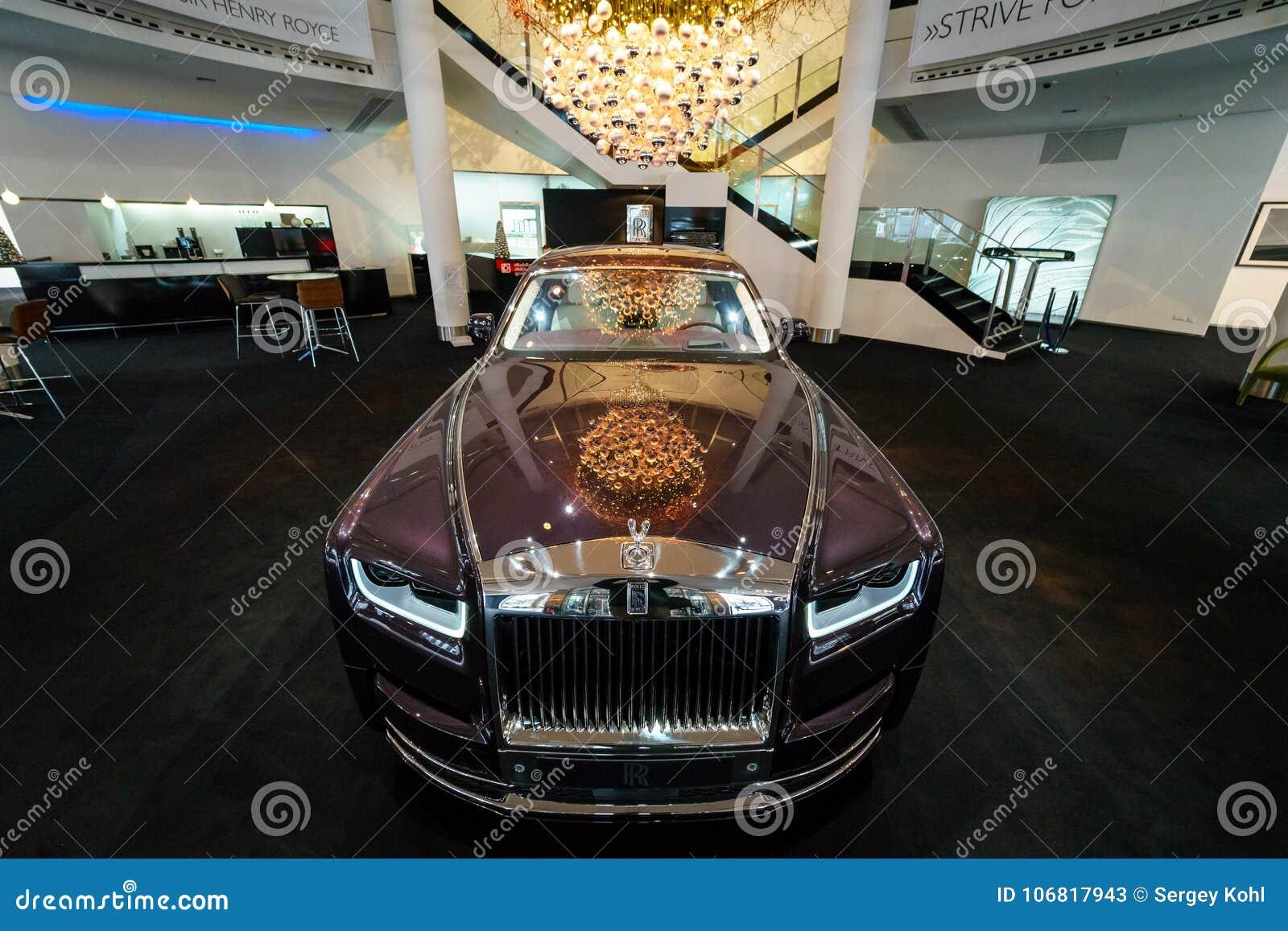 A série luxuosa sem redução II de Rolls-Royce Phantom VII do carro estendeu a distância entre o eixo dianteiro e traseiro