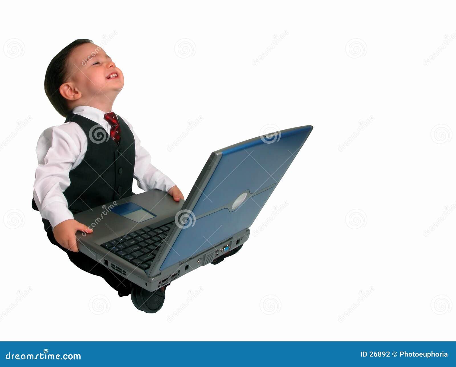 Série pequena do homem: Feliz com seu portátil