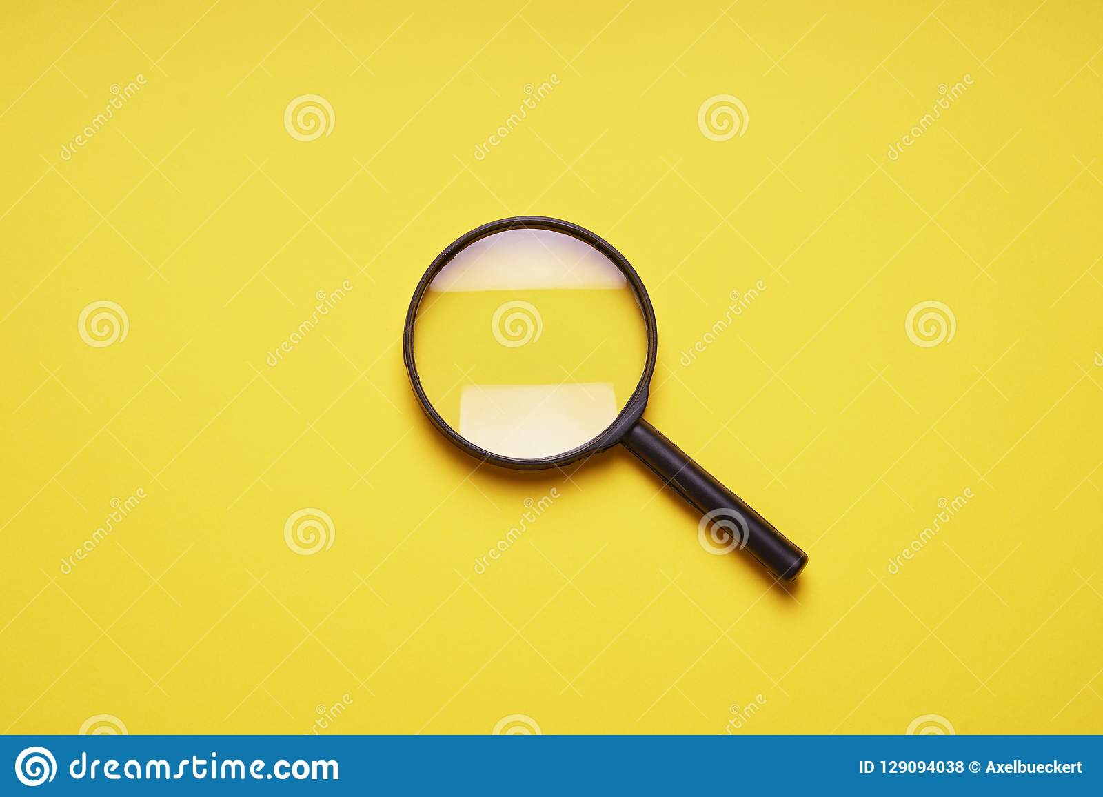 Símbolo da busca da lupa da lente de aumento da lupa
