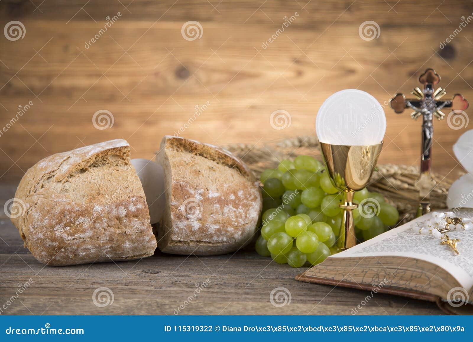 Símbolo de la eucaristía del pan y del vino, cáliz y anfitrión, primer comm