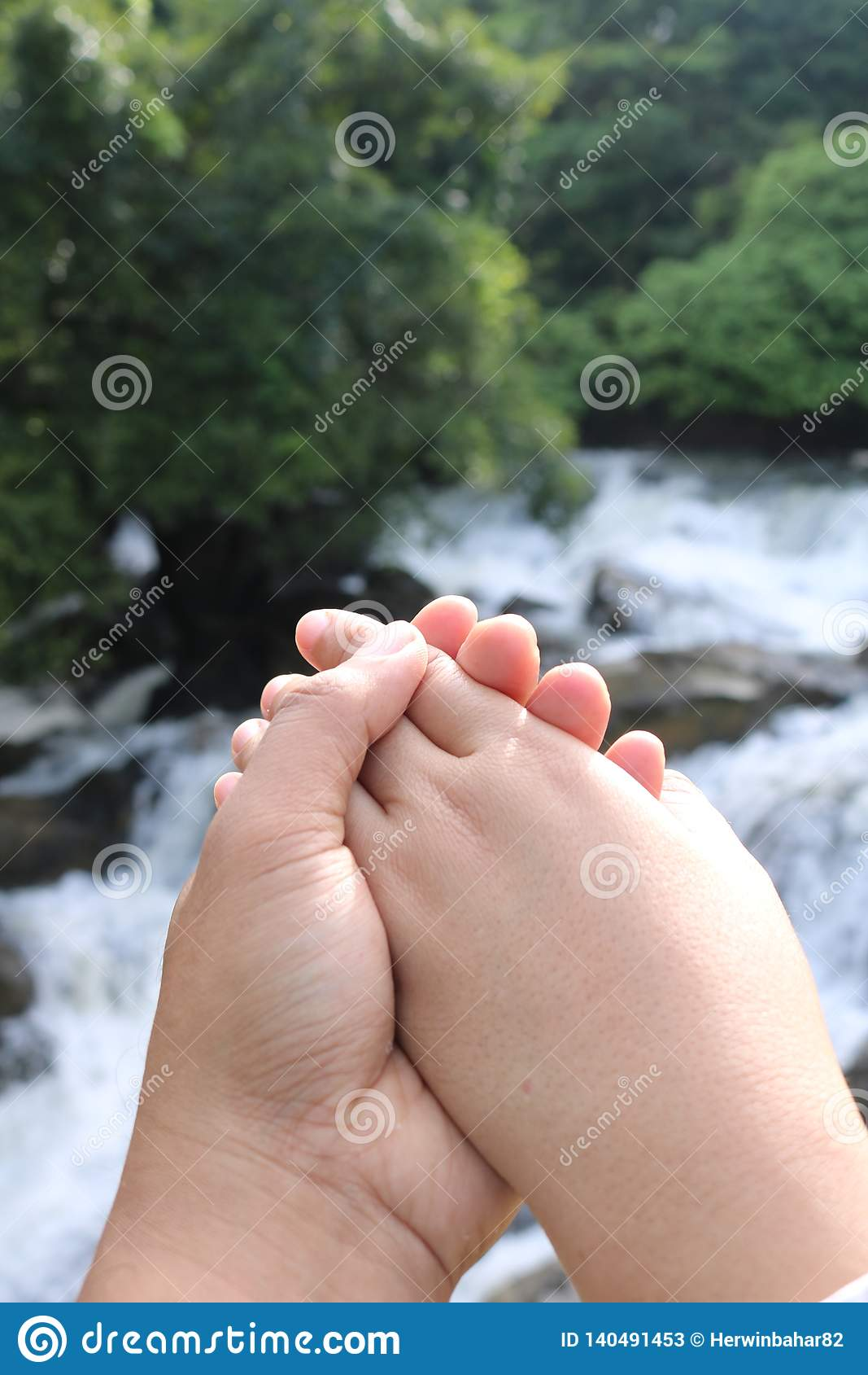 Símbolo del amor con las manos