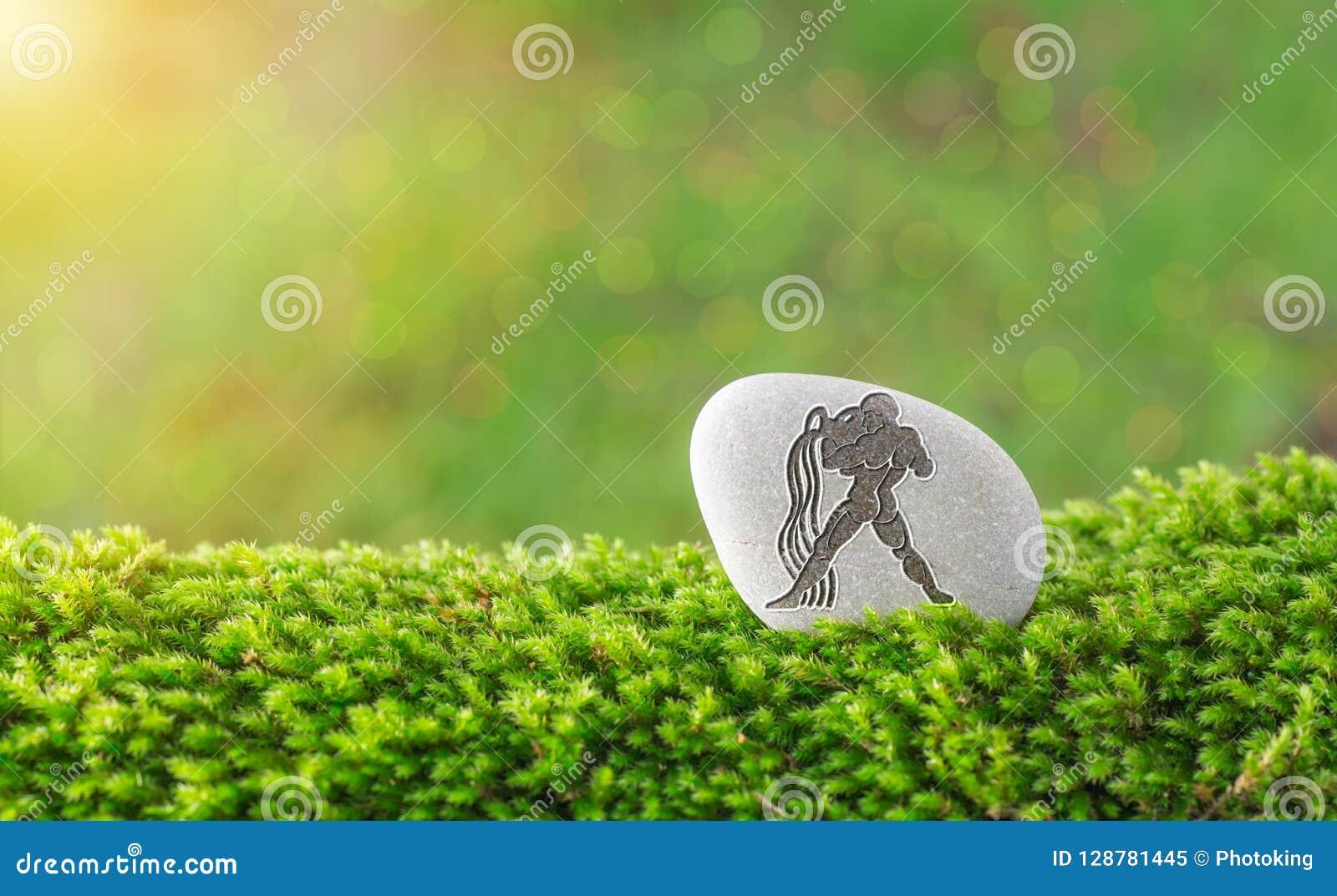 Símbolo del zodiaco del acuario en piedra