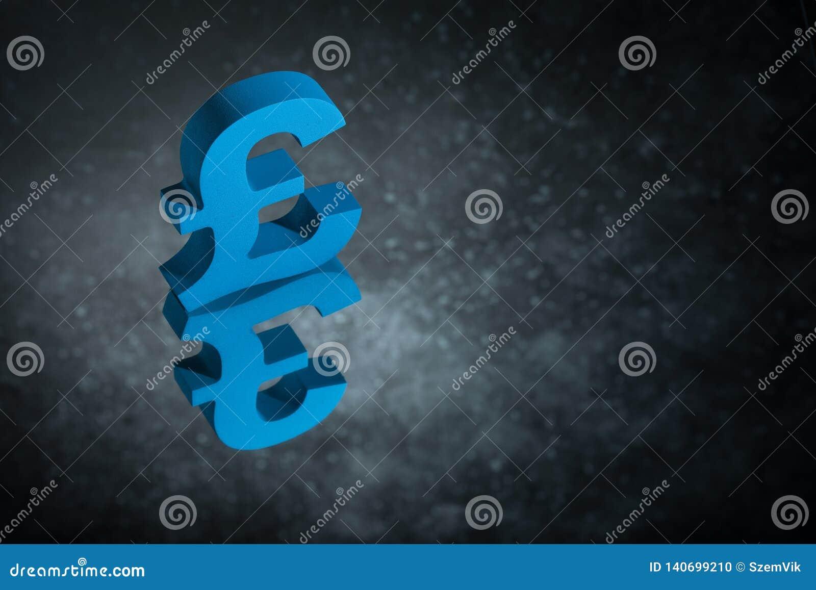 Símbolo o muestra británico azul de moneda con la reflexión de espejo en Dusty Background oscuro